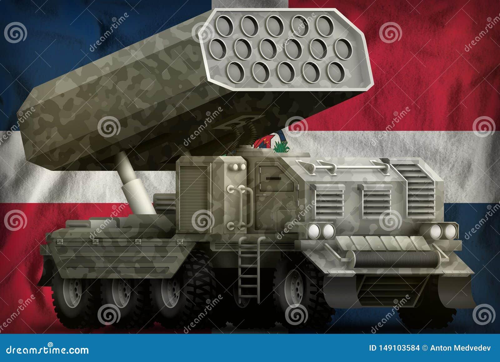 Артиллерия Ракеты, ракетная пусковая установка с серым камуфлированием на предпосылке национального флага Доминиканской Республик