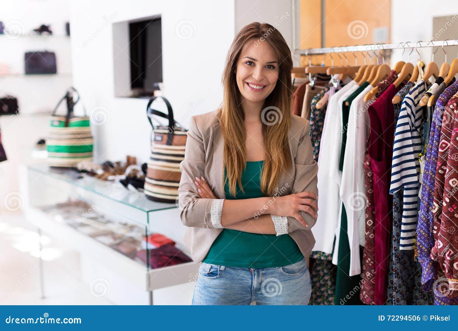 ассистентский магазин сбываний одежды