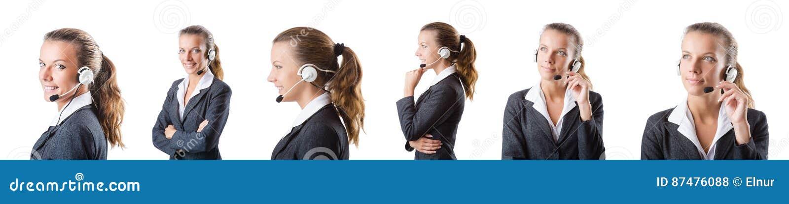 Ассистент центра телефонного обслуживания отвечая к звонкам