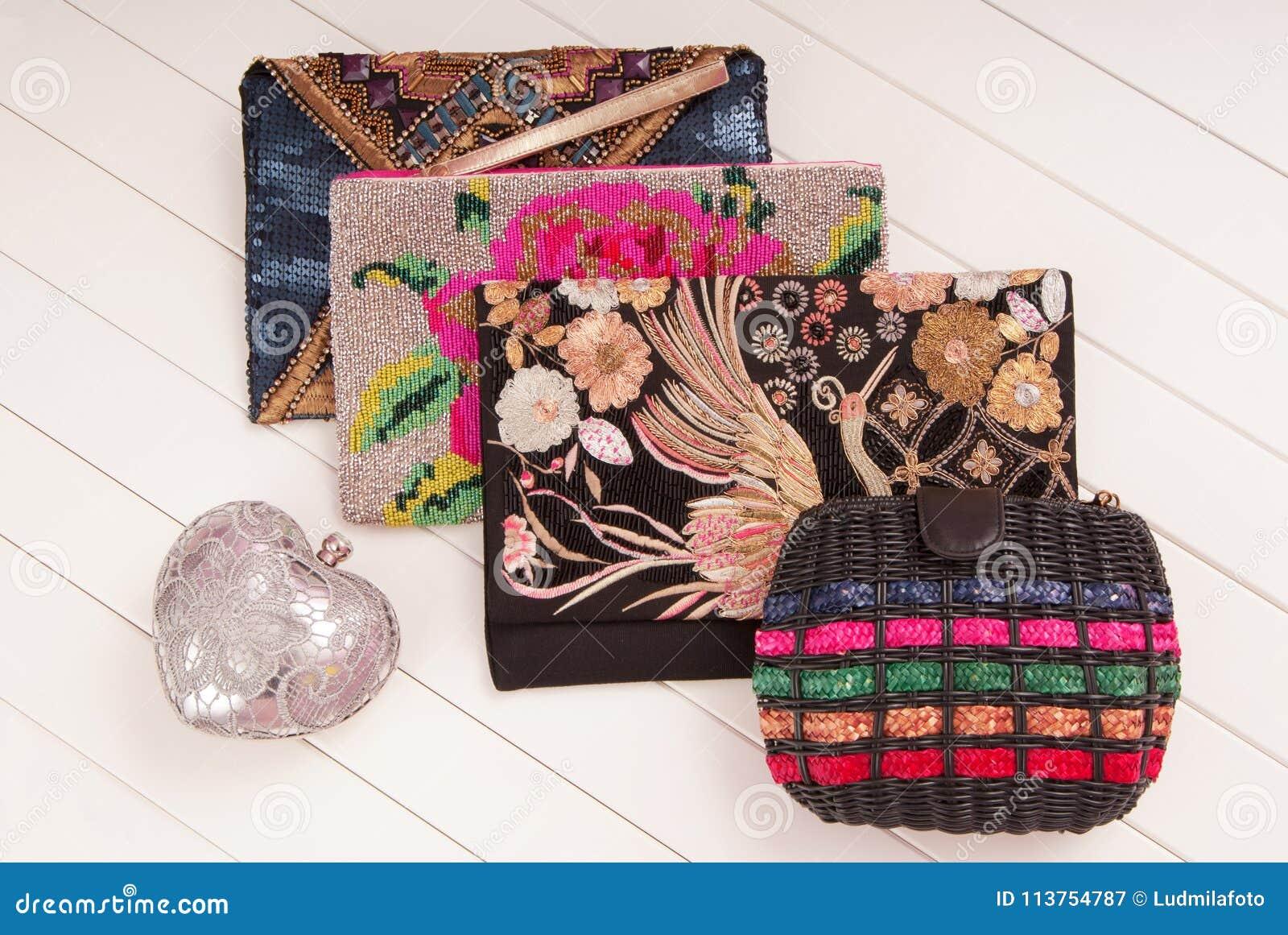 e4cd34096f7f Ассортимент женских сумок, выставк-окна и модного Cl Стоковое ...