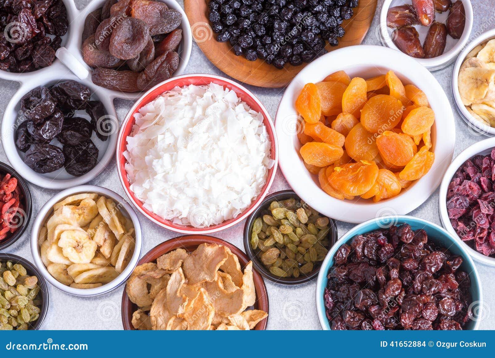 Ассортимент сухофрукта в индивидуальных блюдах
