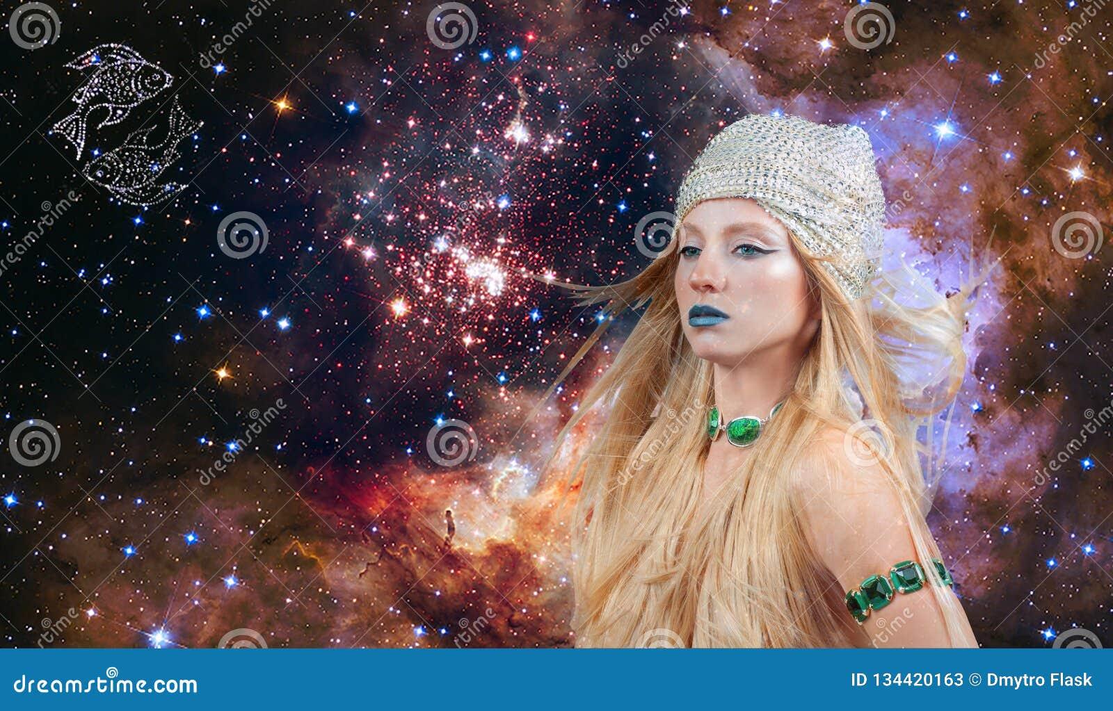 Астрология и гороскоп, знак зодиака Pisces Красивая женщина Pisces на предпосылке галактики
