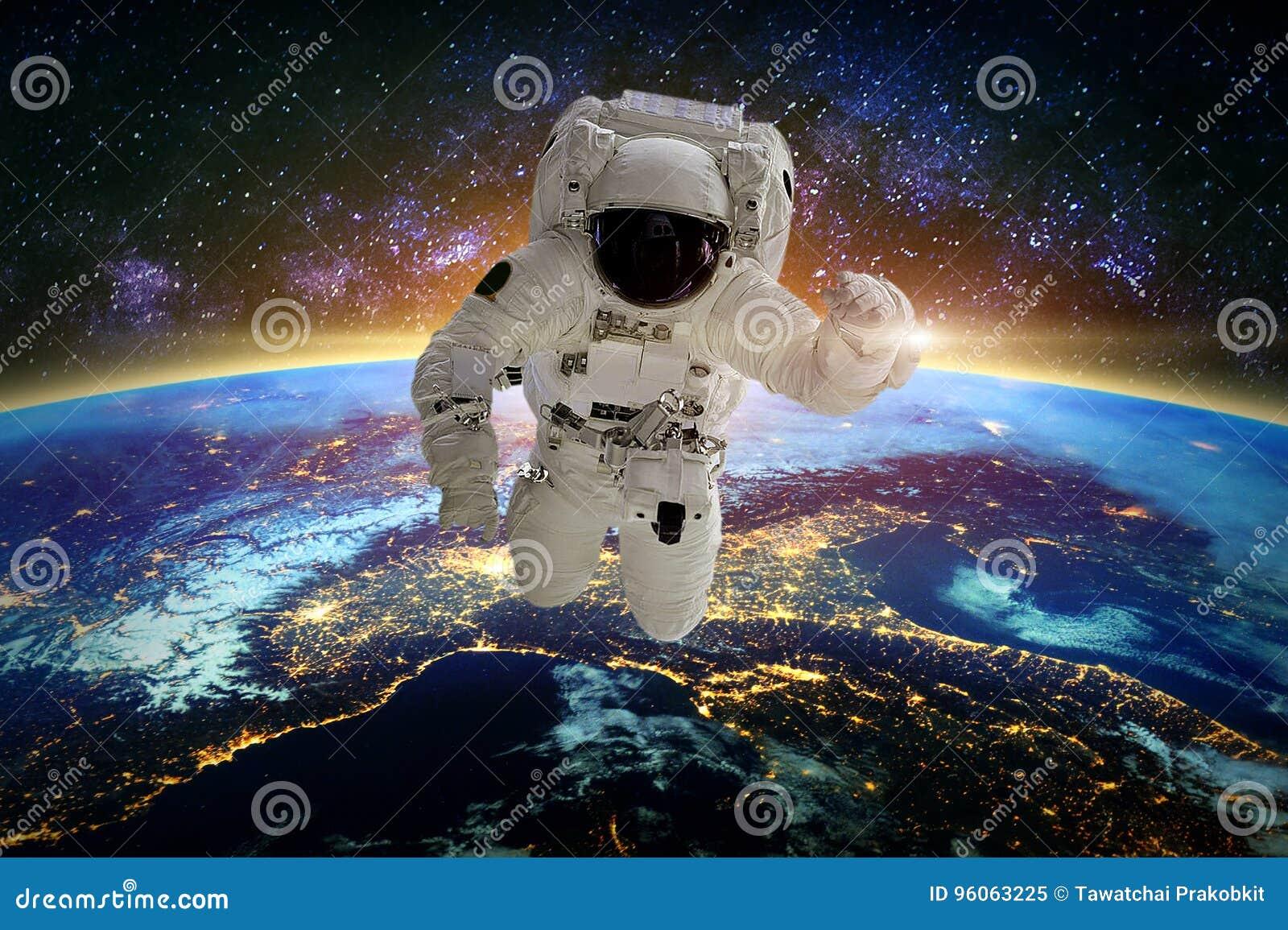 астронавт Элементы этого изображения поставленные NASA