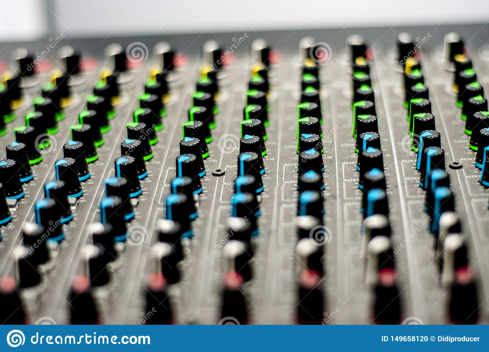 Аудио консоль смесителя