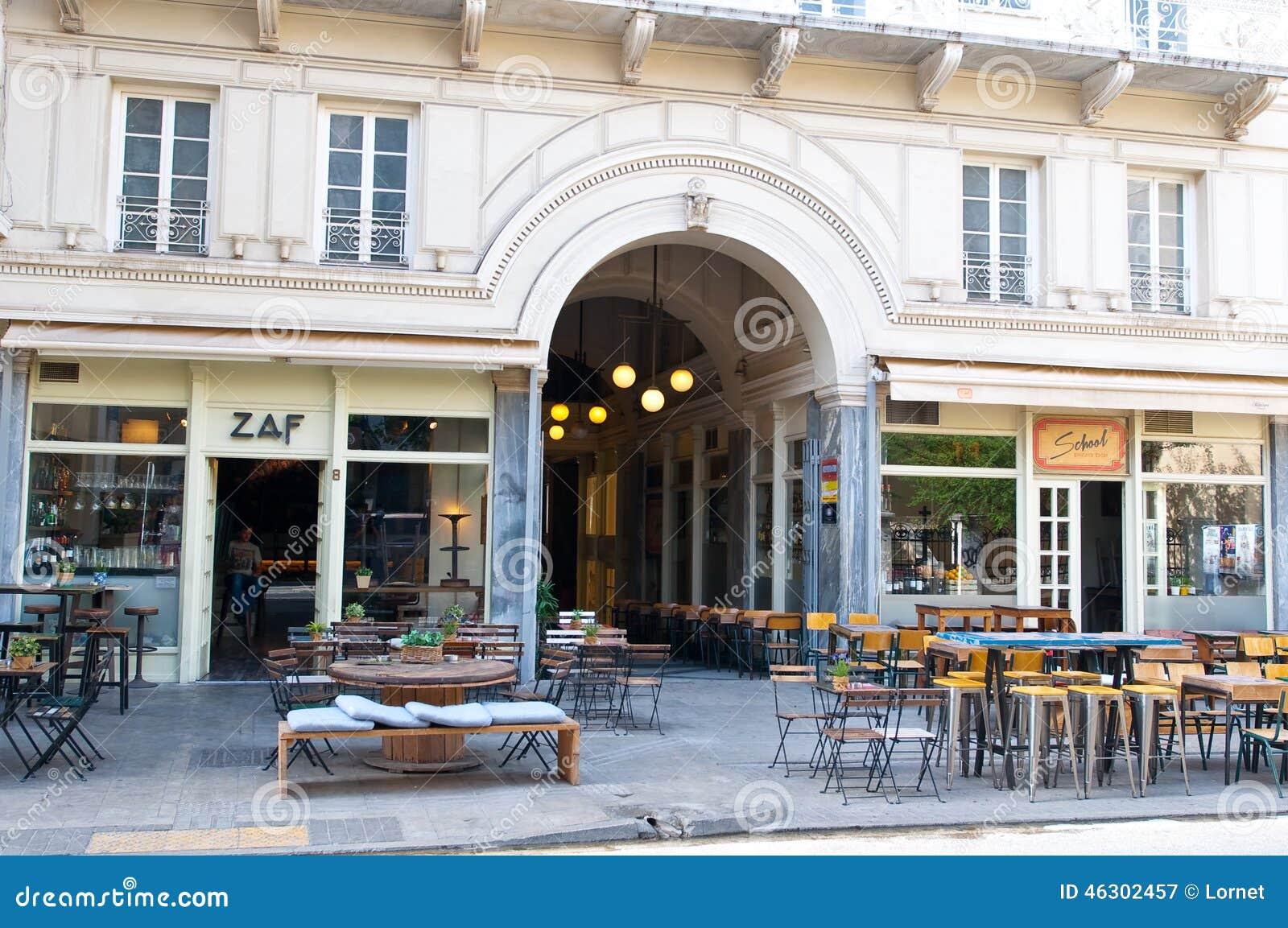 АФИН 22-ОЕ АВГУСТА: Местный ресторан в пределах короткого расстояния к акрополю в Plaka на 22,2014 -го августа в Афинах