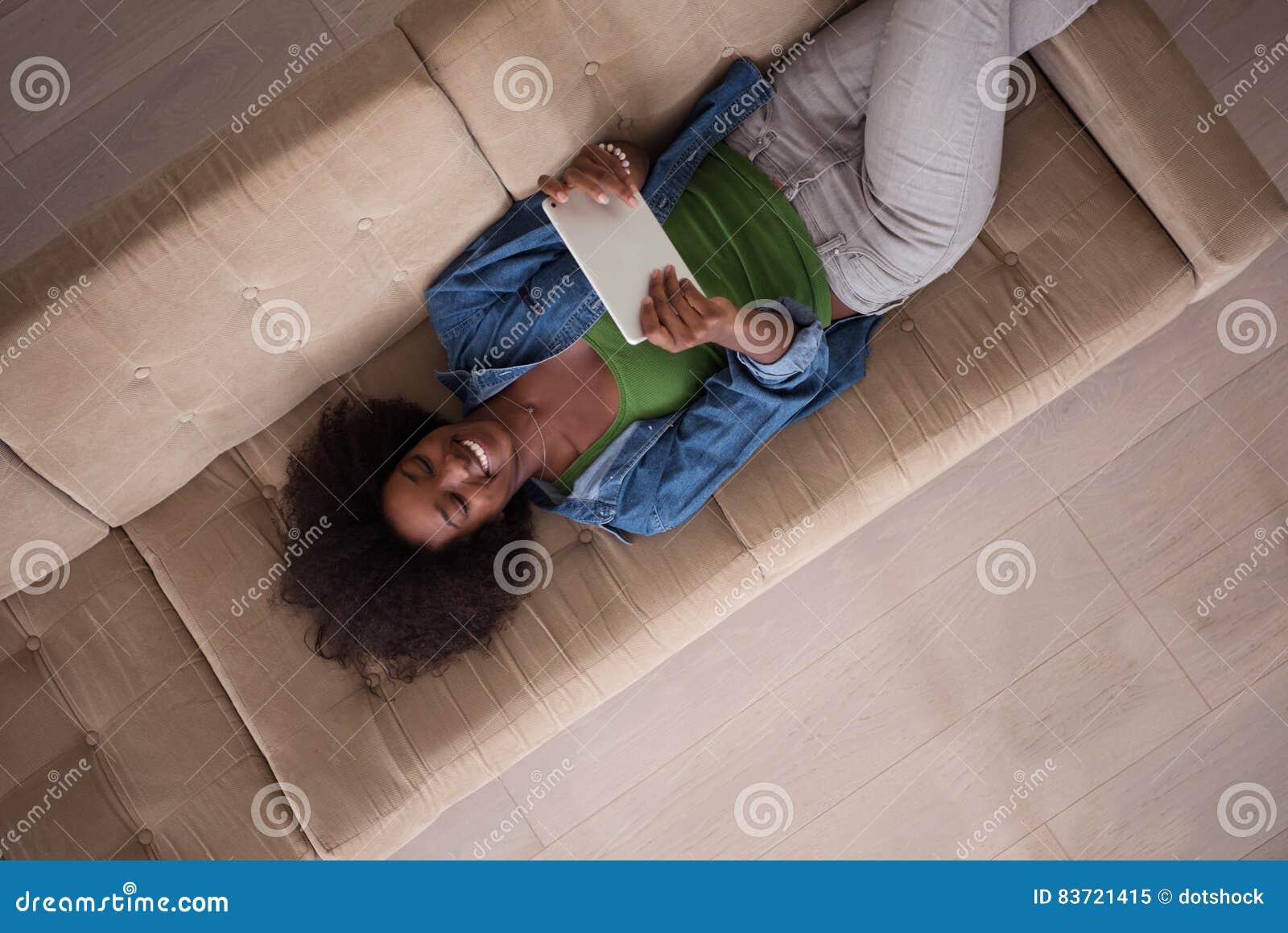 фото женщина с верху дома