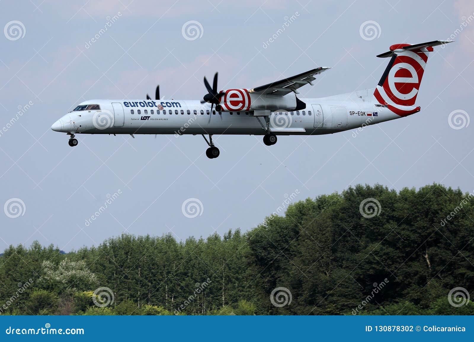 Аэропорт двигателя Eurolot причаливая