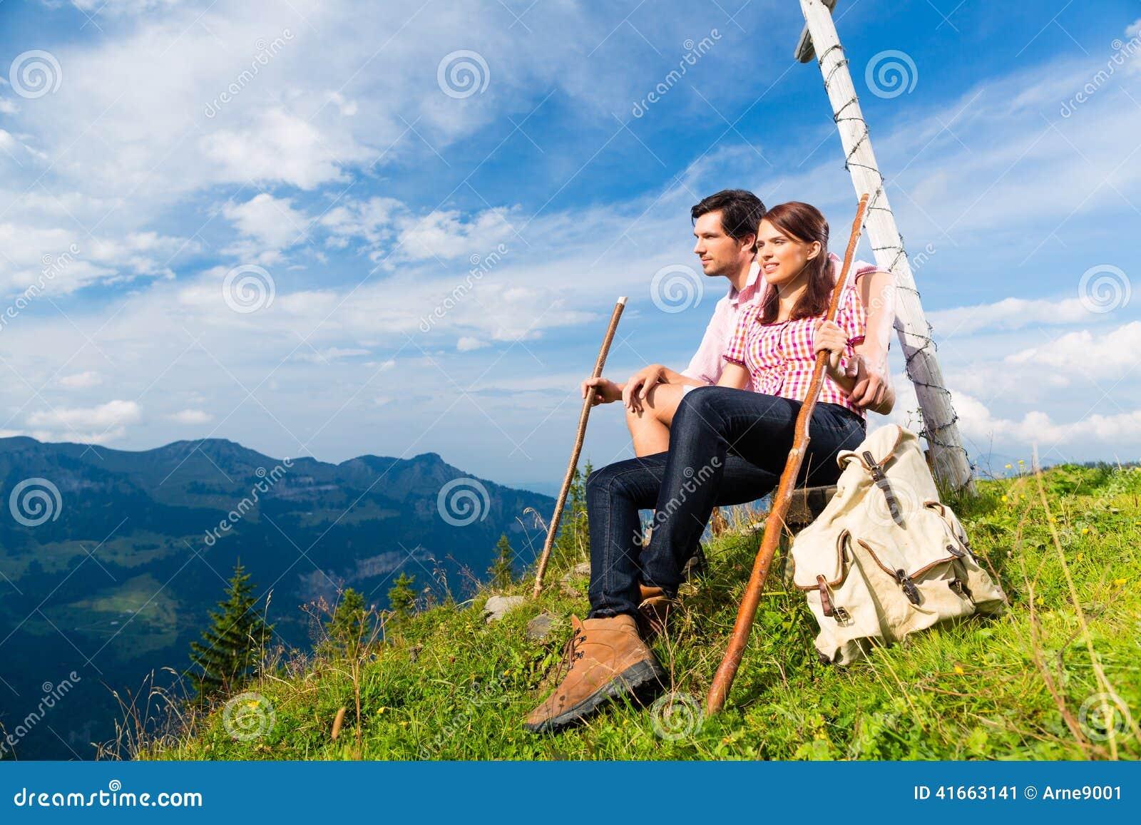 Альпы - пеший пролом взятий пар в горах