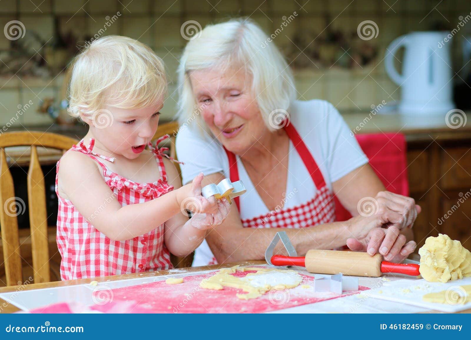 Смотреть внучка с бабушкой
