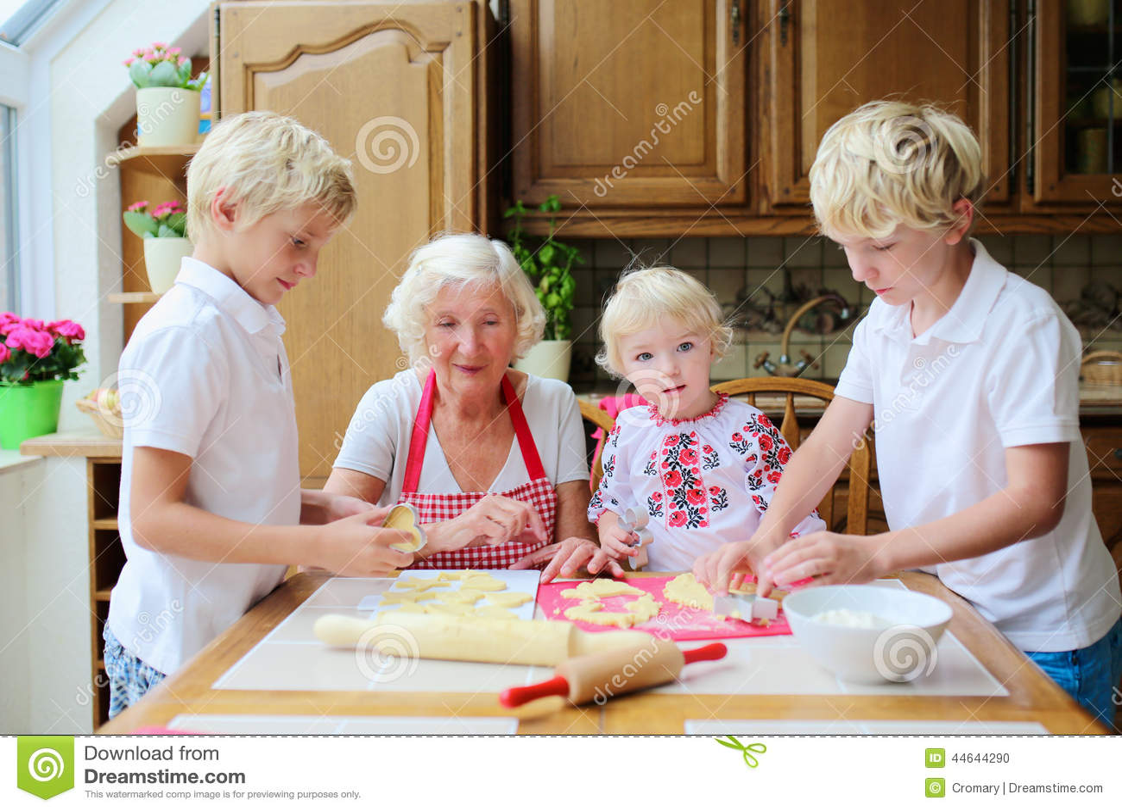 Бабушка с мальчиком на кухне порносекс фото 36-794