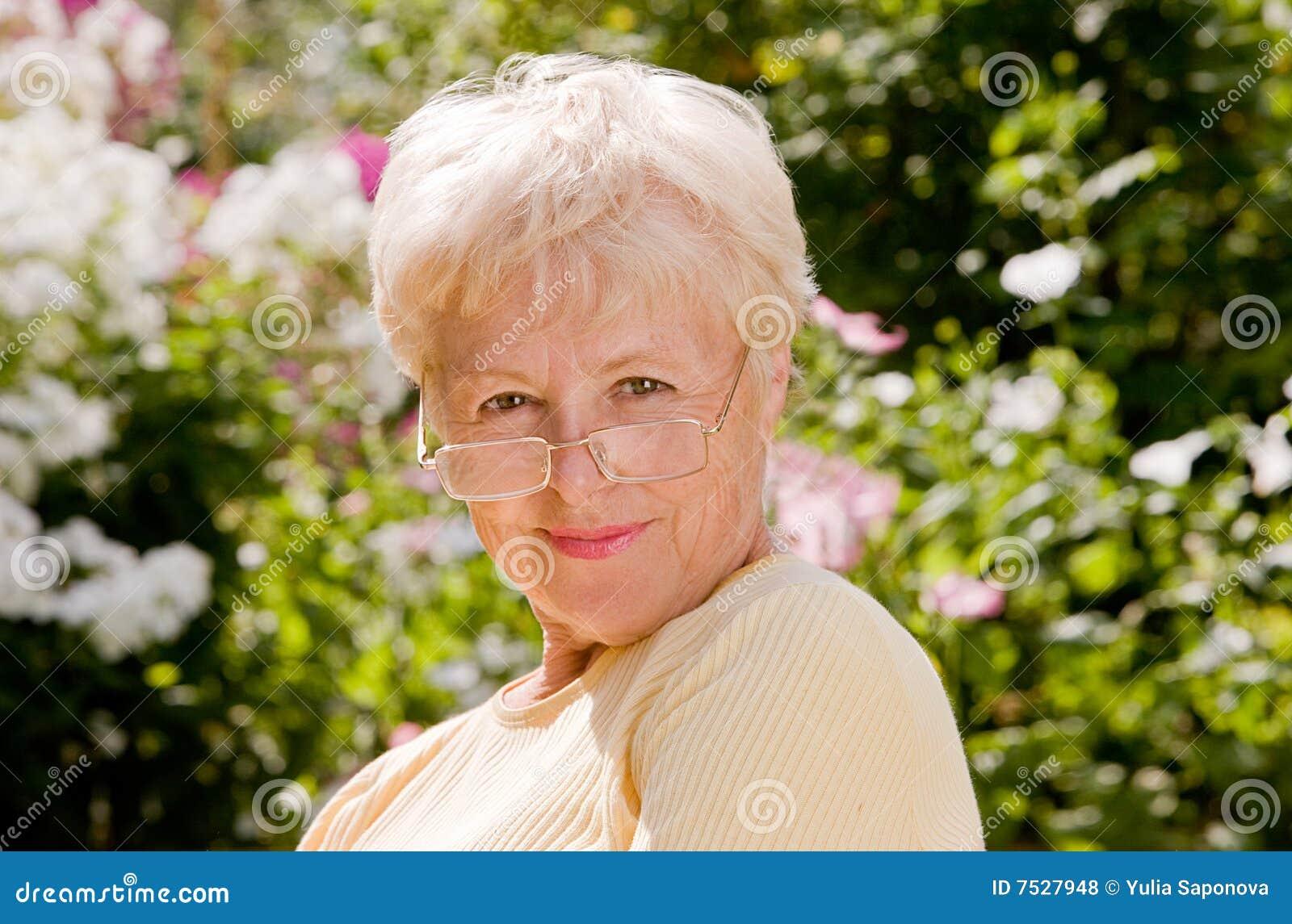 Бабушки частное фото