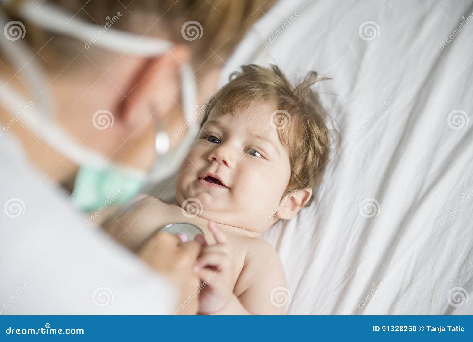 багги ребёнка заволакивает солнце illusytration