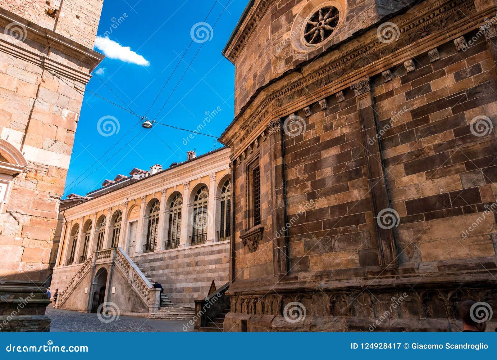 Базилика Santa Maria Maggiore в Citta Alta, Бергаме, Италии r Beautif