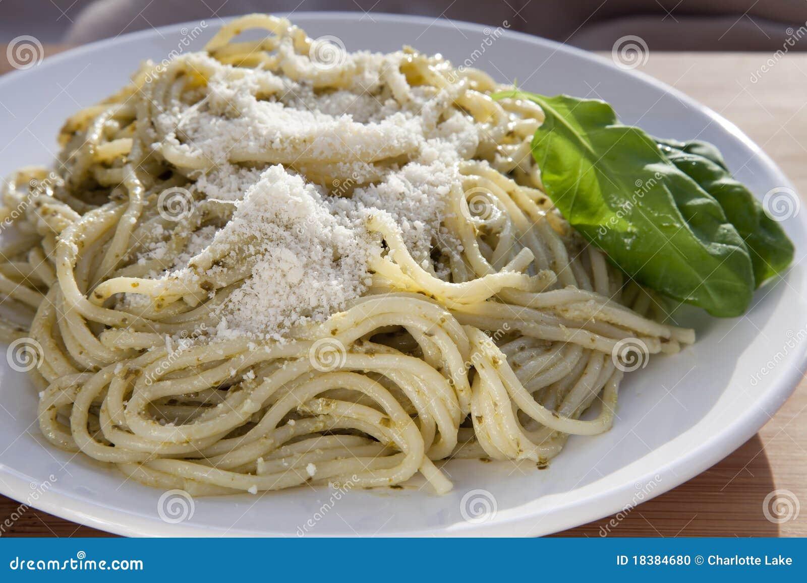 базилик выходит pesto макаронных изделия