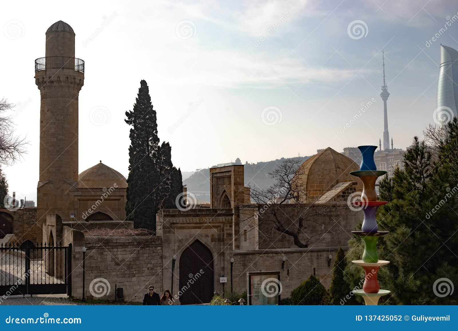 Баку, Азербайджан дворец Shirvanshahs в старой зиме города