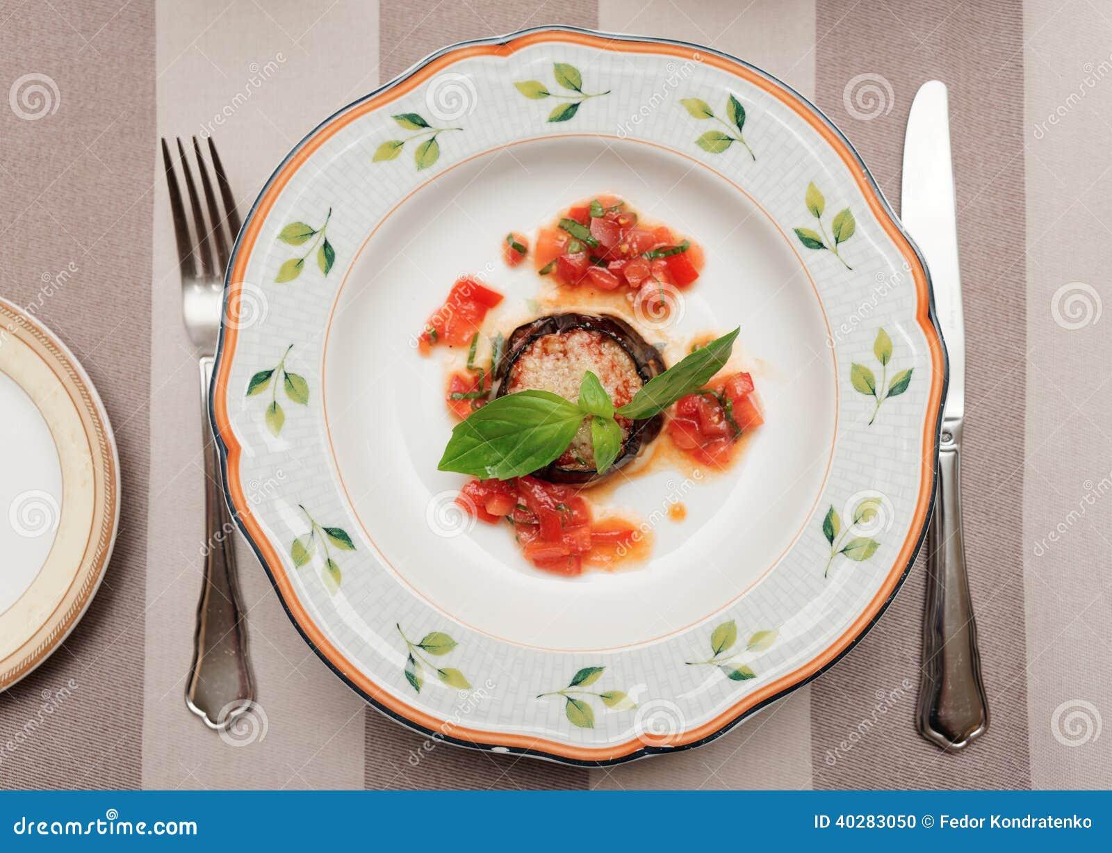 Баклажан с сыром и томатом