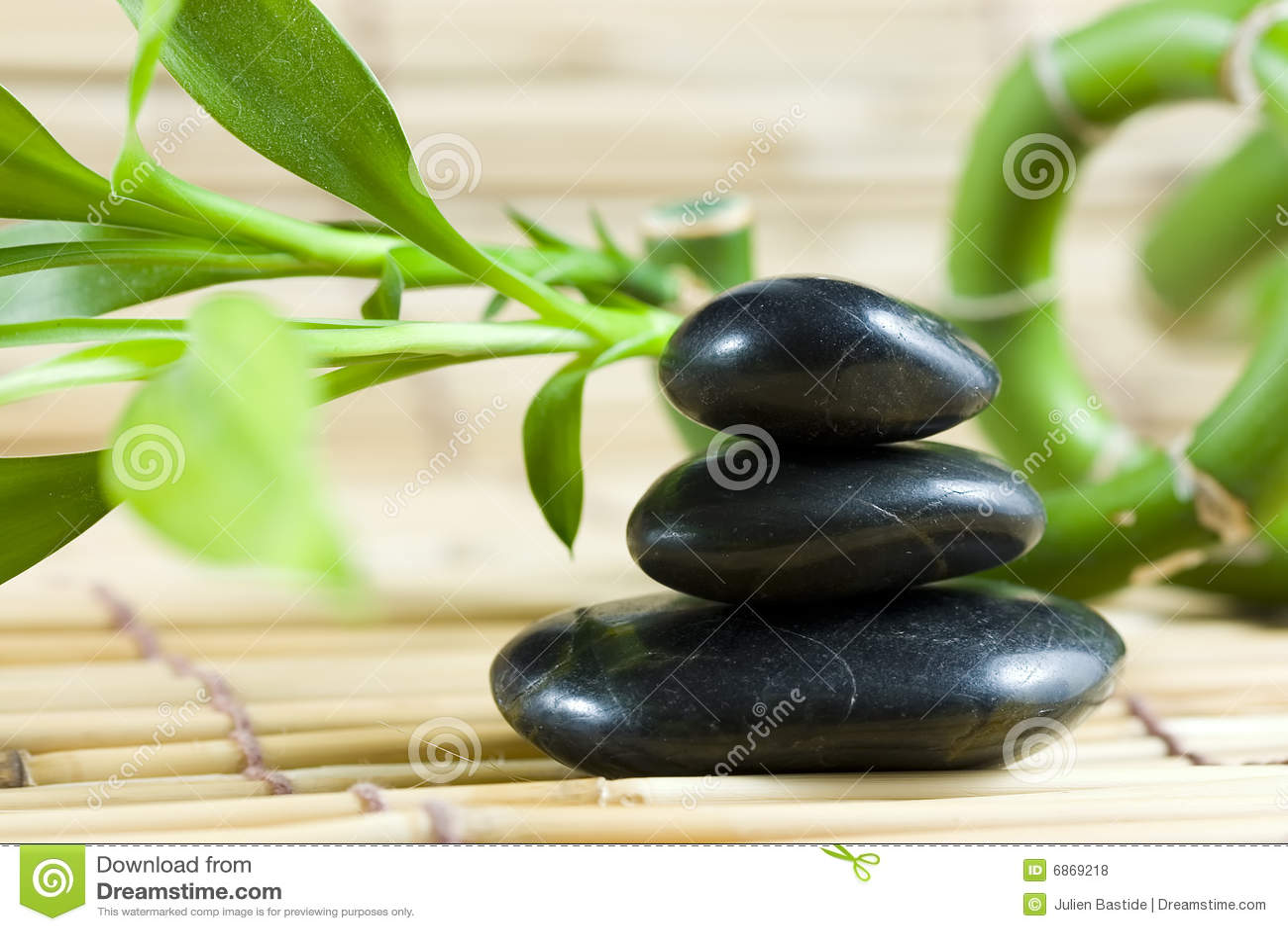балансируя bamboo камушки