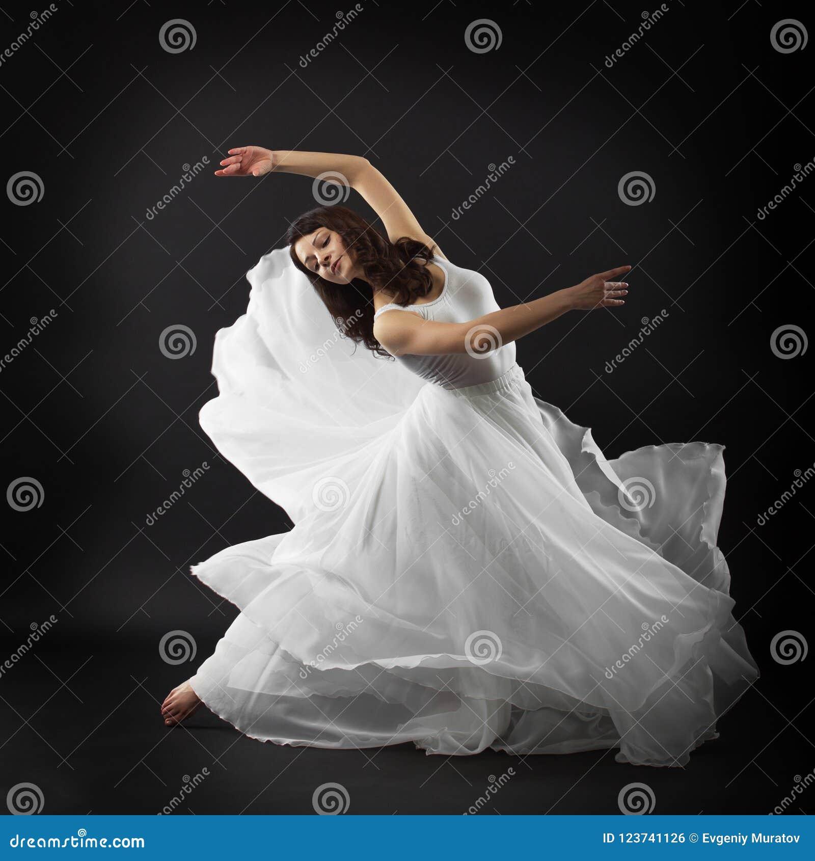 Балет танцев маленькой девочки в студии Платье, plastica