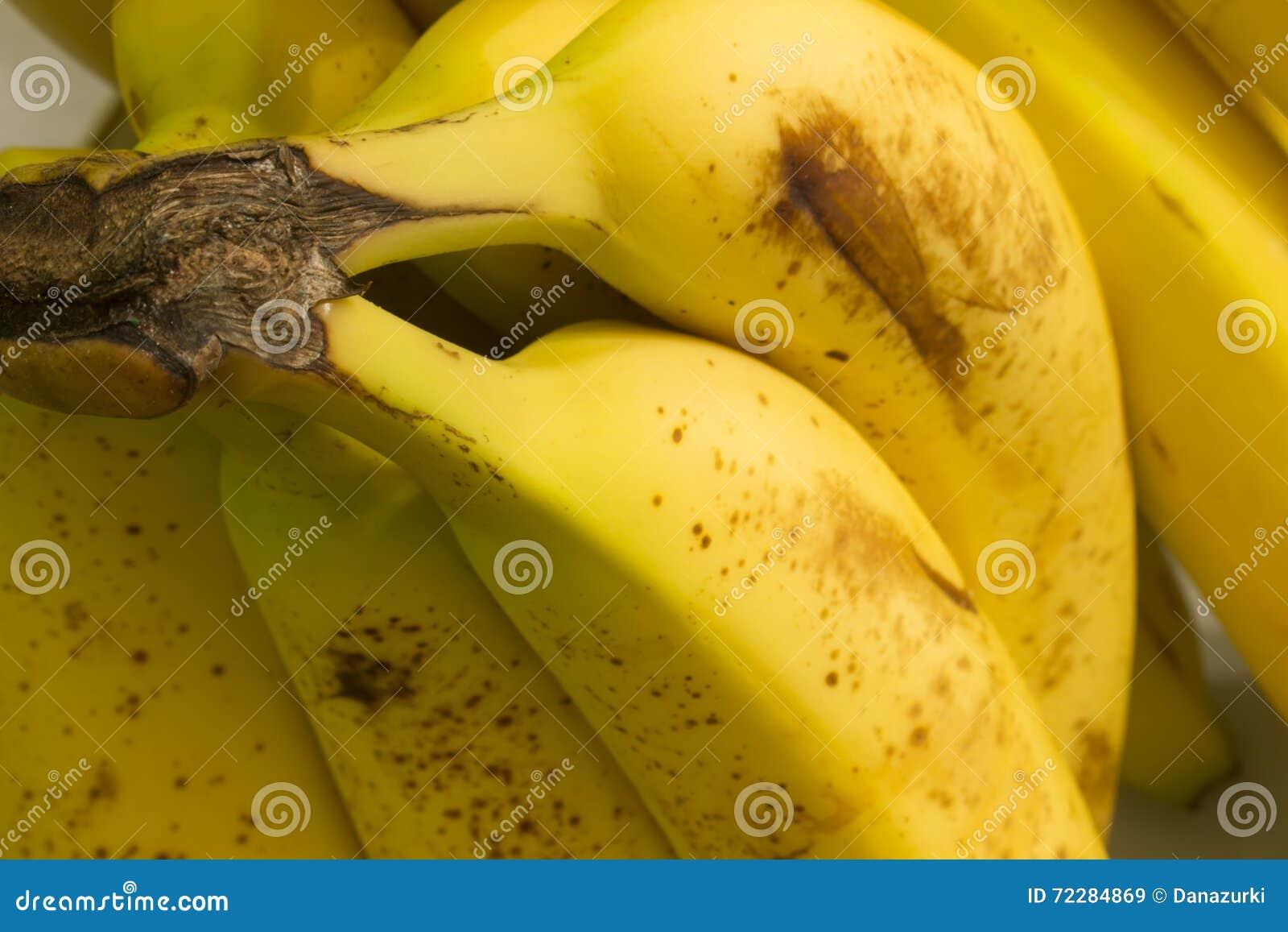 Download Бананы стоковое изображение. изображение насчитывающей сладостно - 72284869