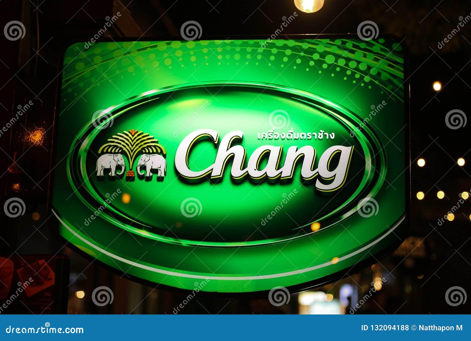 Бангкок, Таиланд 1/11/2018: Тайское пиво, логотип пива Chang на ярлыке