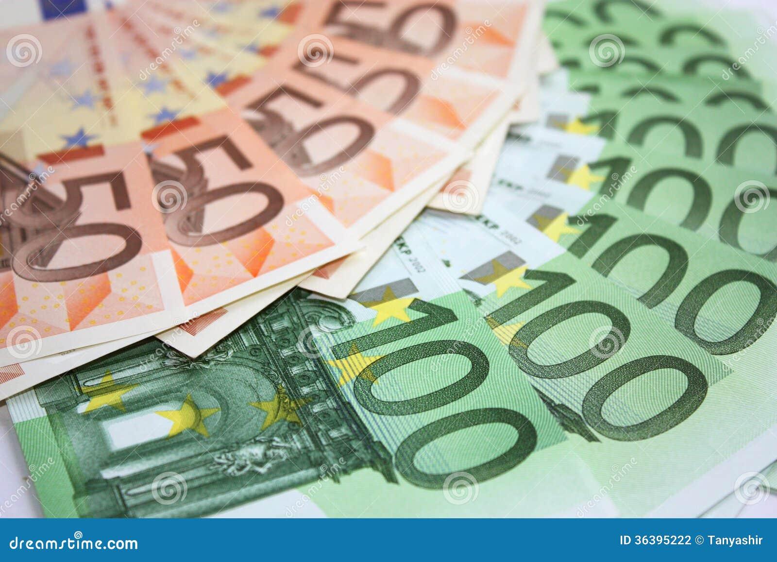 Банкноты денег евро