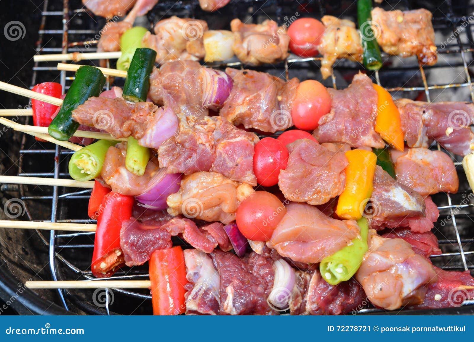 Download Барбекю на горячем угле стоковое изображение. изображение насчитывающей диетпитание - 72278721