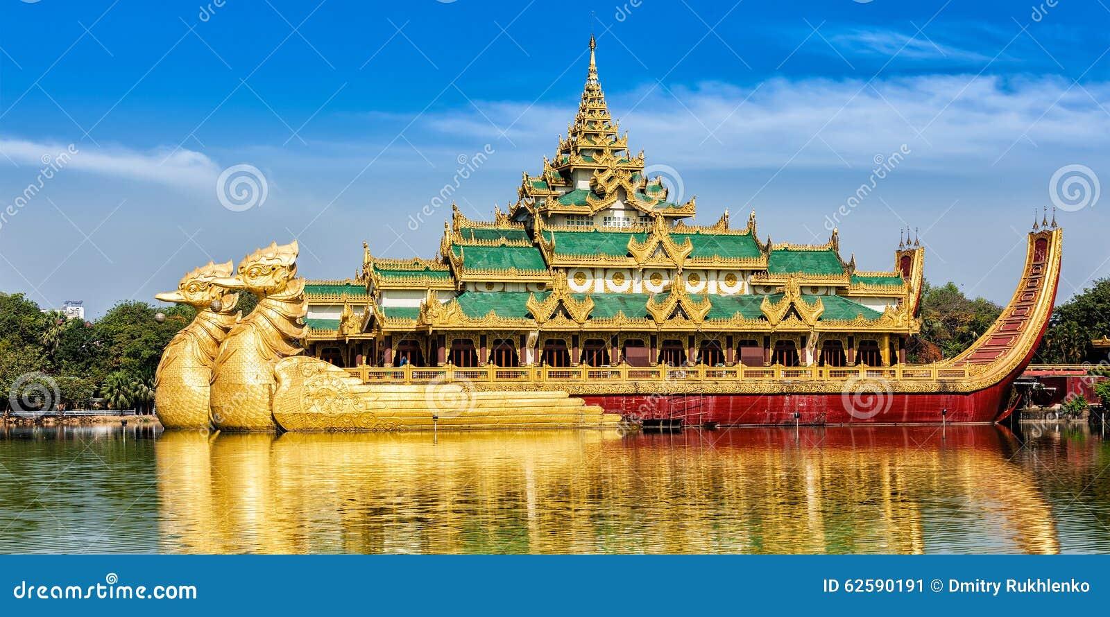 Баржа Karaweik королевская, озеро Kandawgyi, Янгон