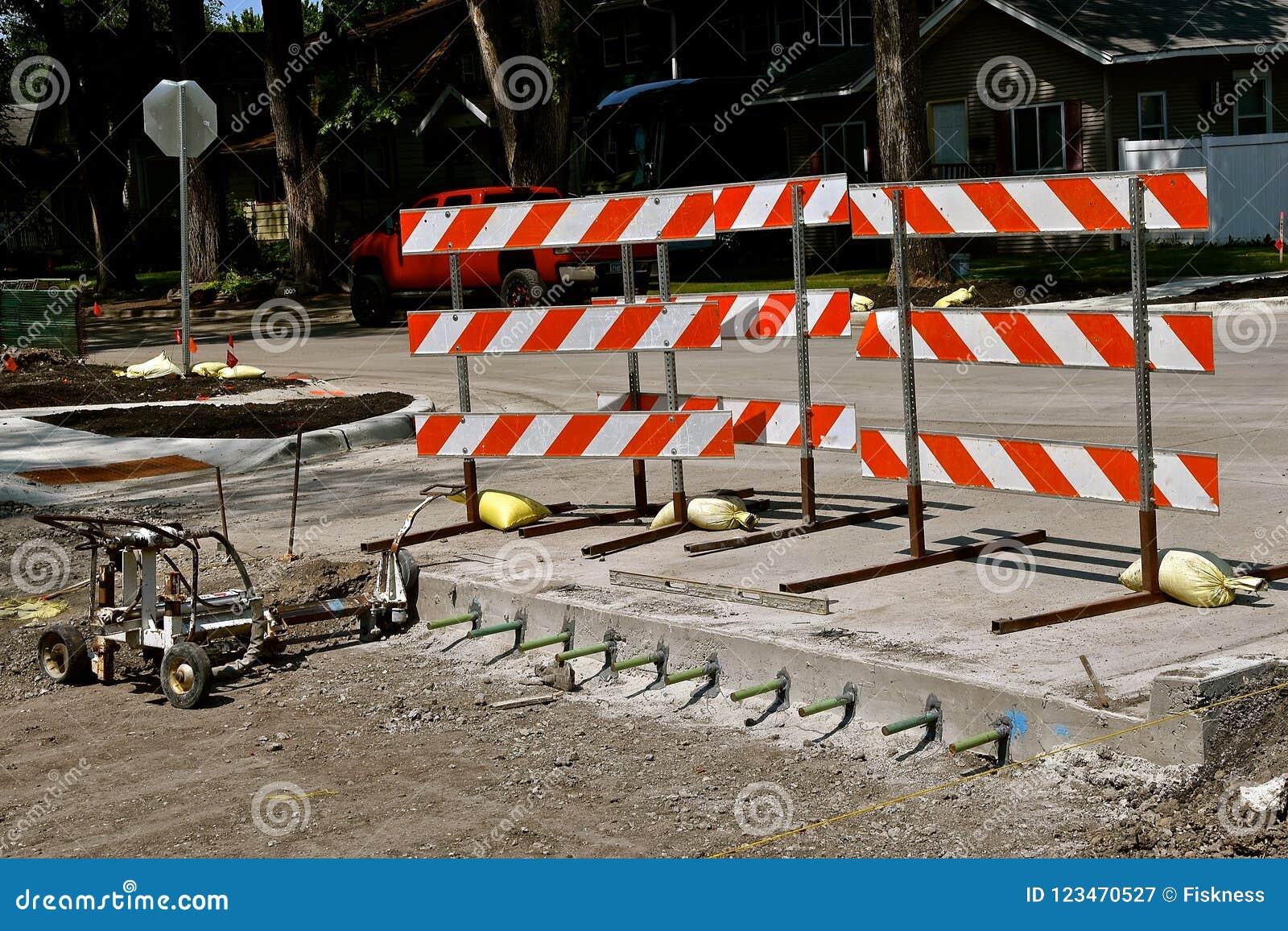 Баррикад где улица под конструкцией начинает
