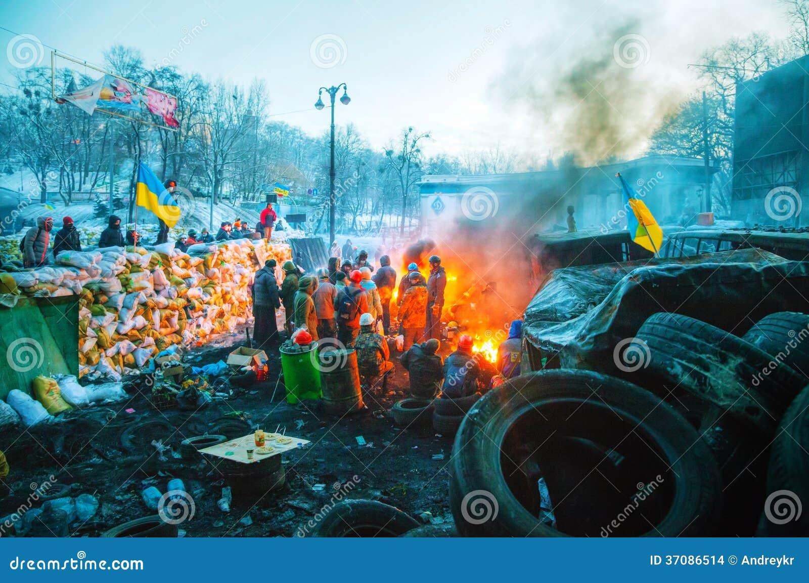 Баррикад с протестующими на улице Hrushevskogo в Киеве, Великобритании