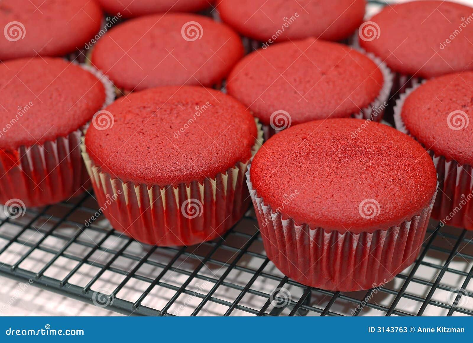 бархат красного цвета пирожнй