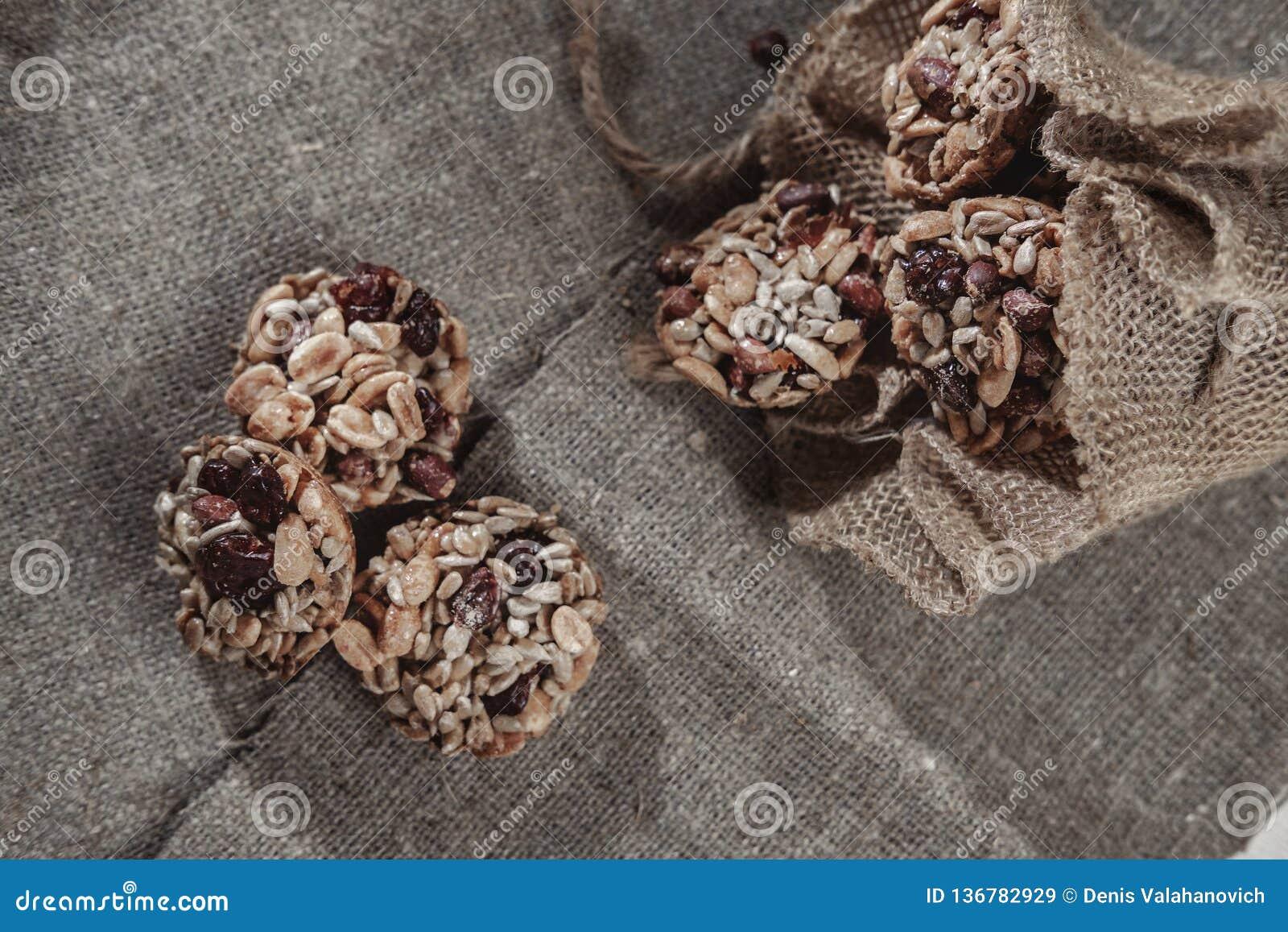 Бары хлопьев, семена подсолнуха, хрупкое арахиса