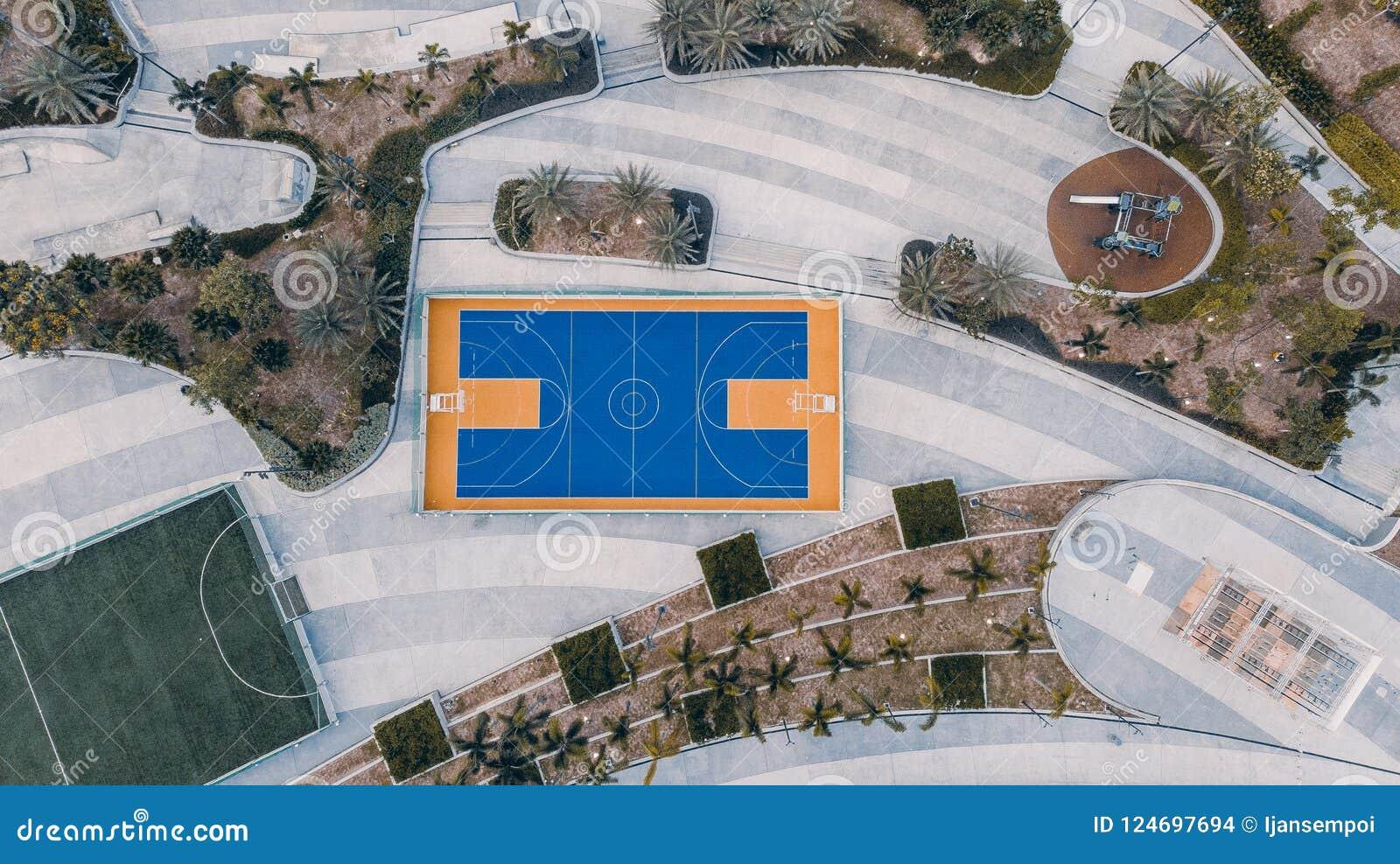Баскетбольная площадка от взгляд сверху