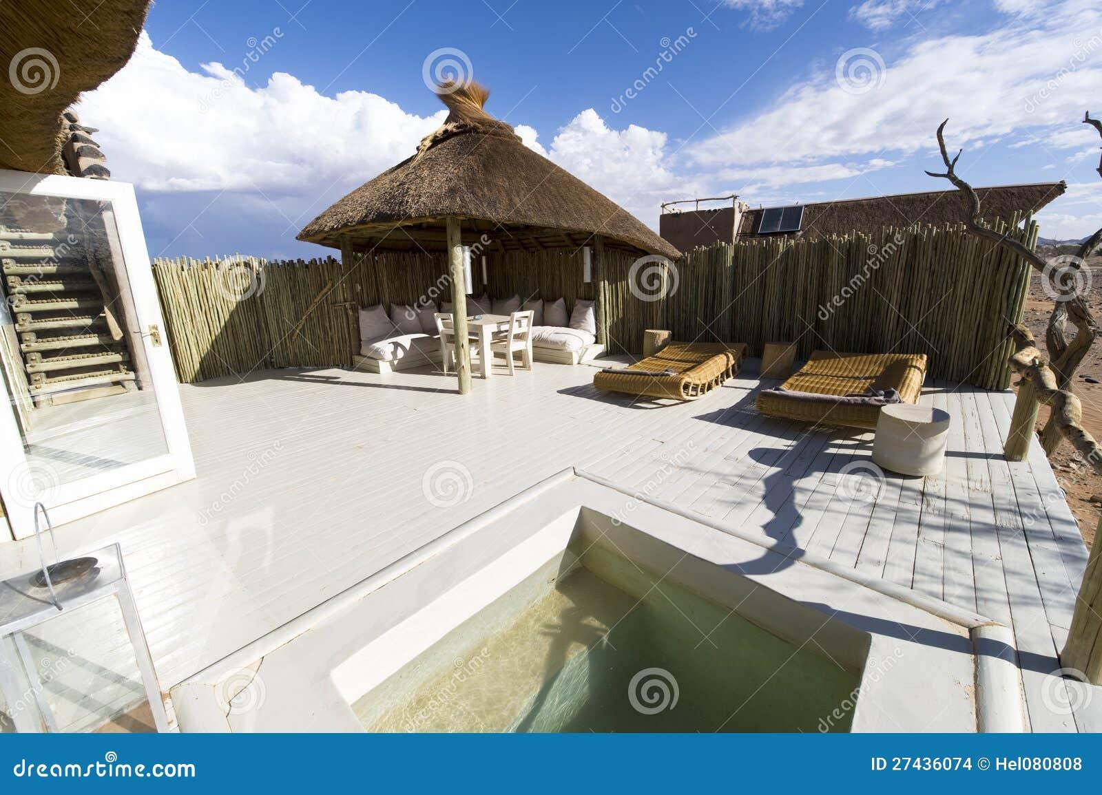 Бассеин очень роскошной гостиницы в Намибии