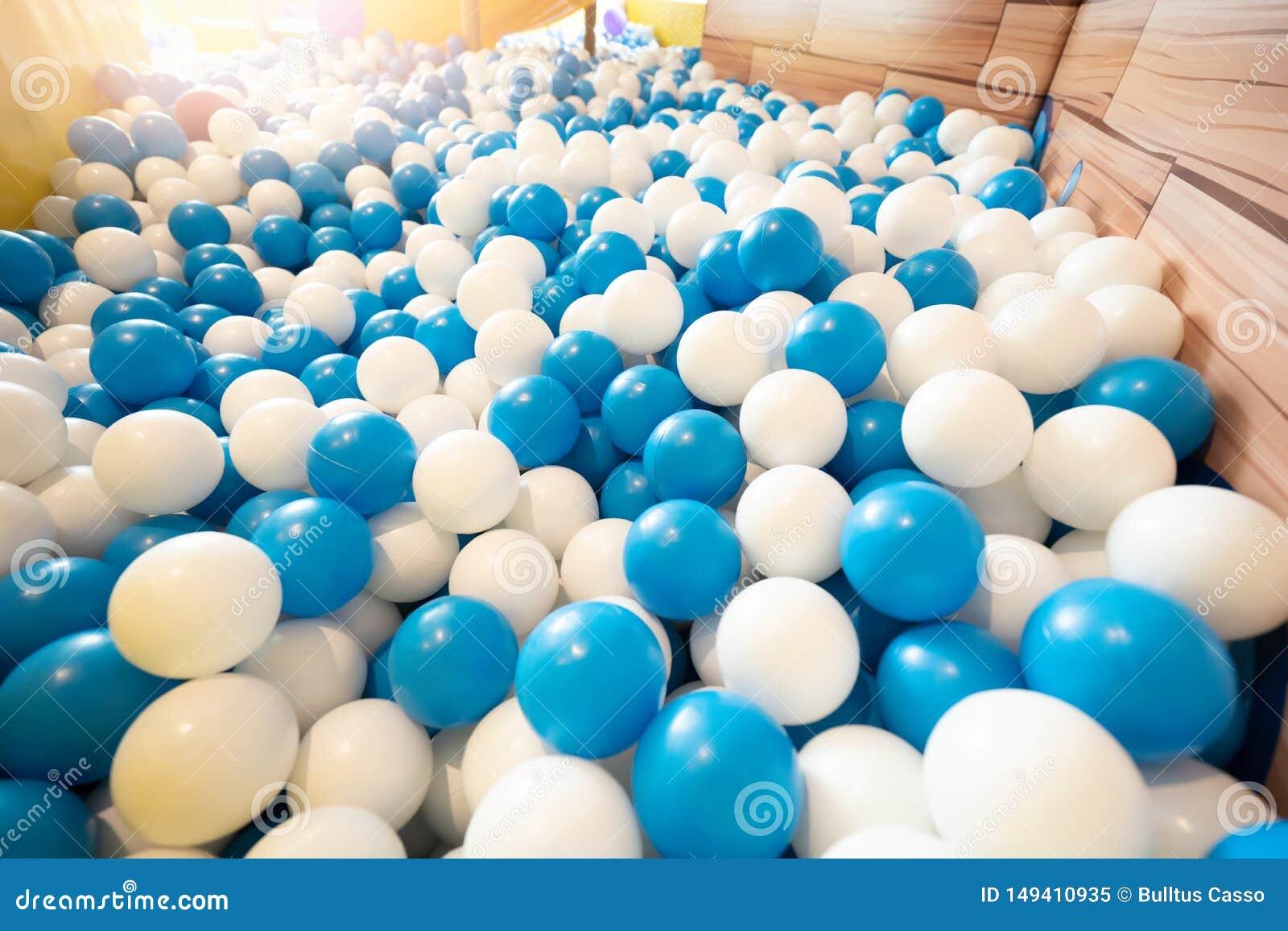 Бассейн шарика на спортивной площадке для ребенк