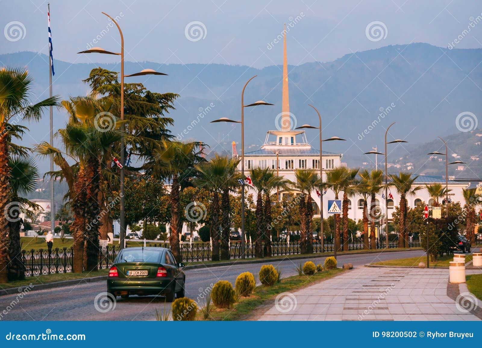 Download Батуми, Adjara, Georgia Дорога улицы Gogebashvili и морская станция Редакционное Фотография - изображение насчитывающей парк, городок: 98200502