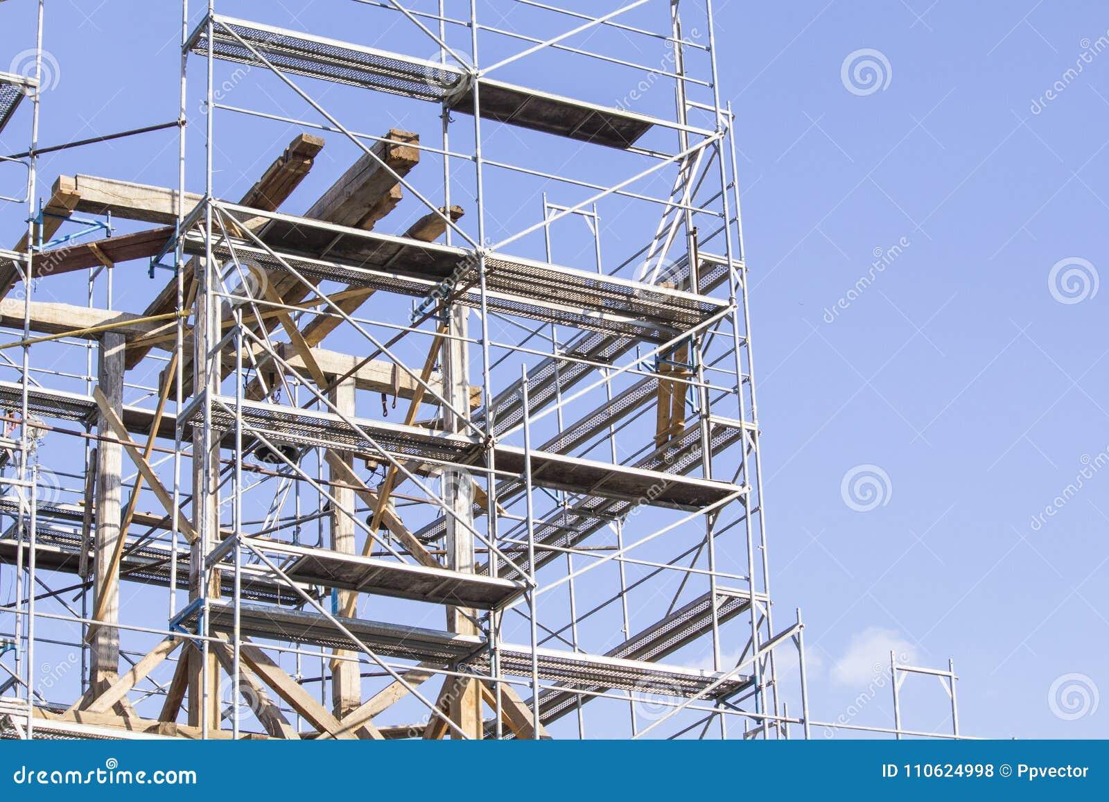 башня колокола старая Восстановление старой колокольни леса
