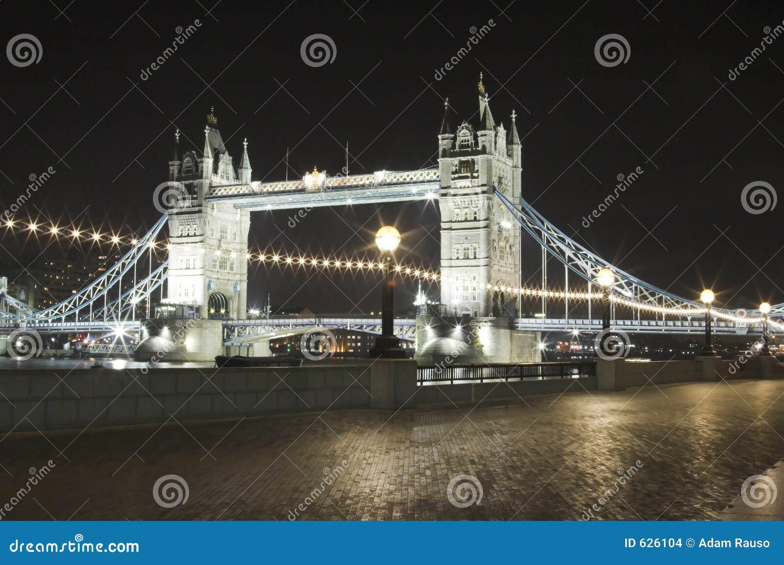 Download башня ночи моста стоковое фото. изображение насчитывающей london - 626104