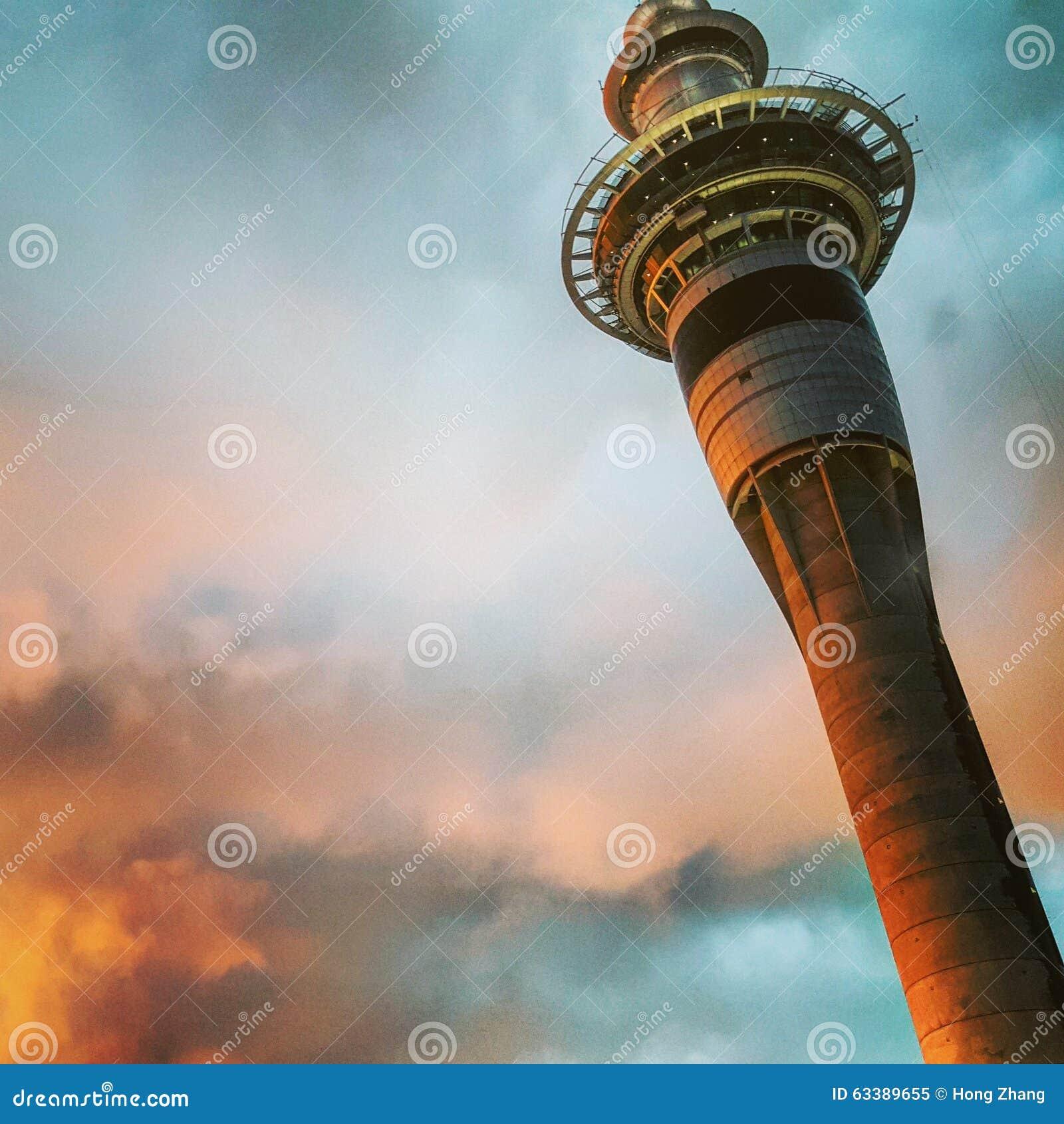 башня с заходом солнца