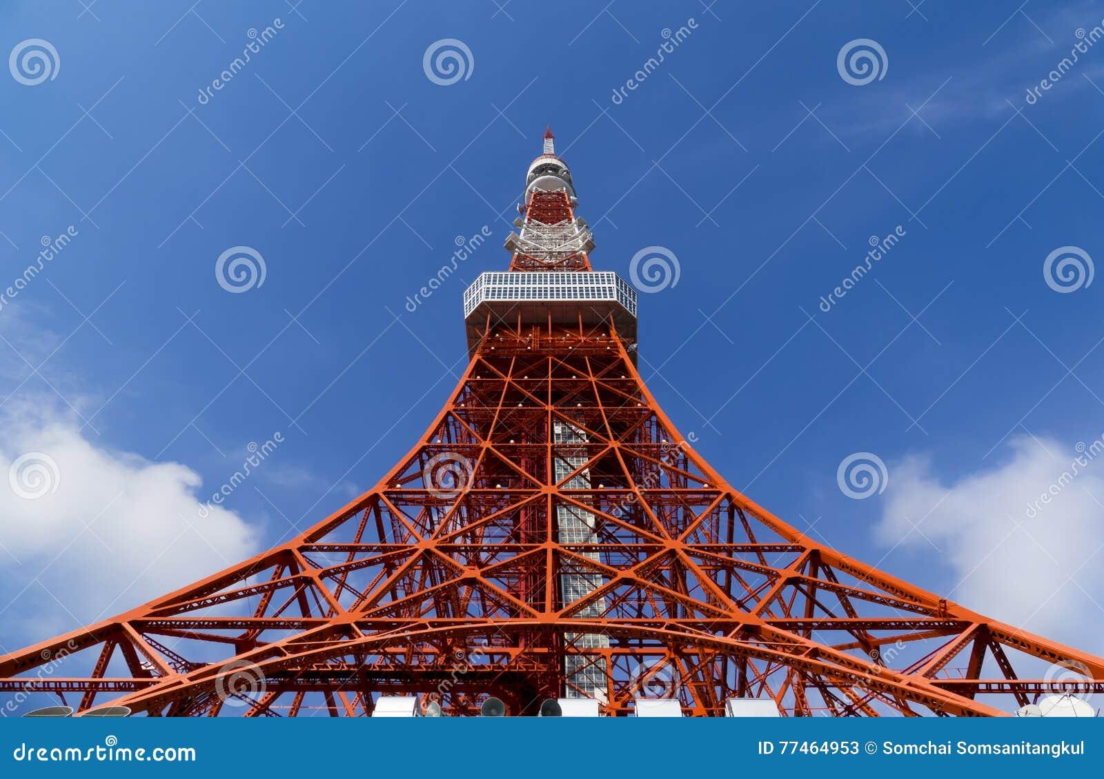 Башня токио, ориентир ориентир Японии в голубом небе