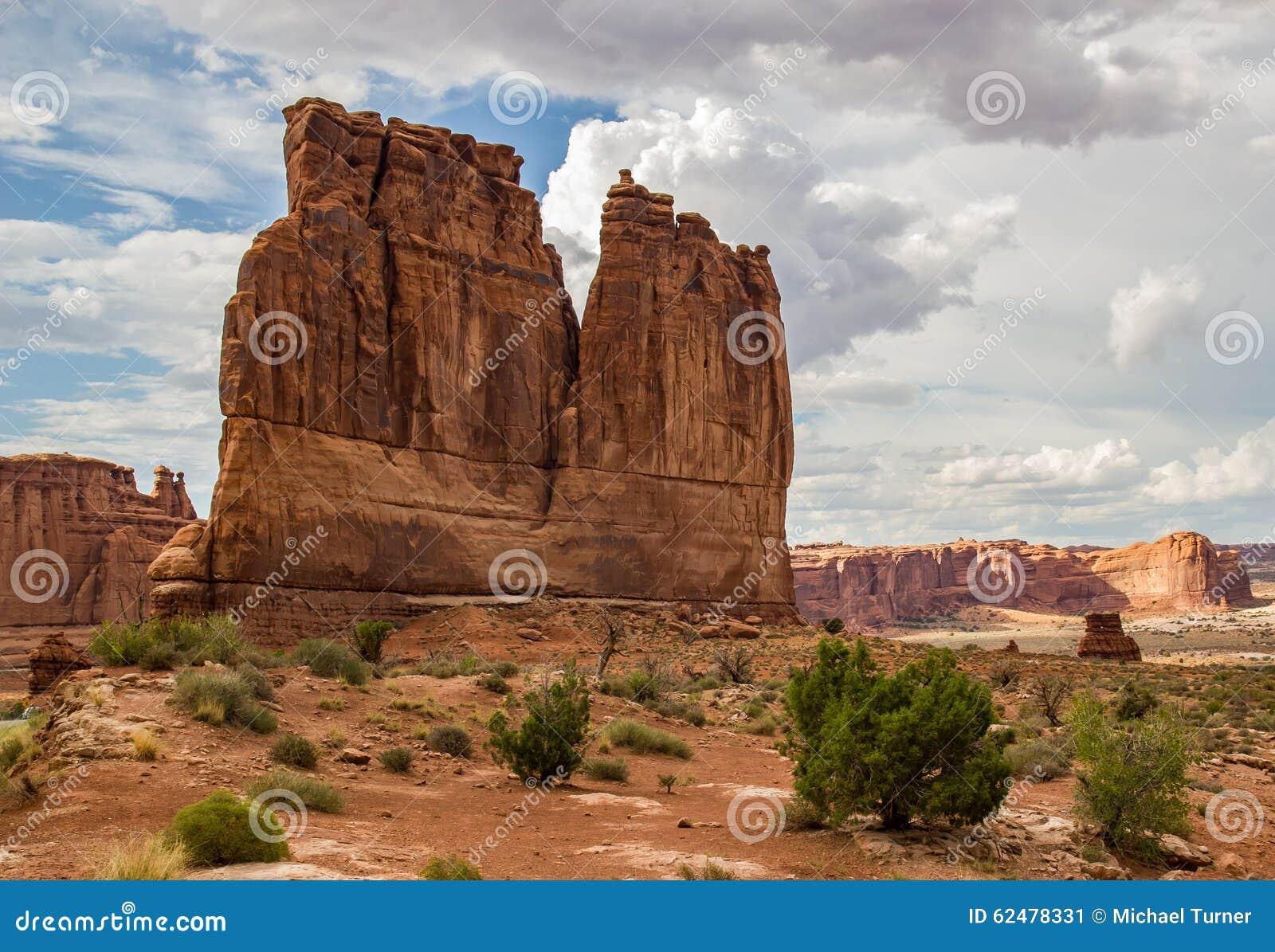 Башня Babel сгабривает национальный парк