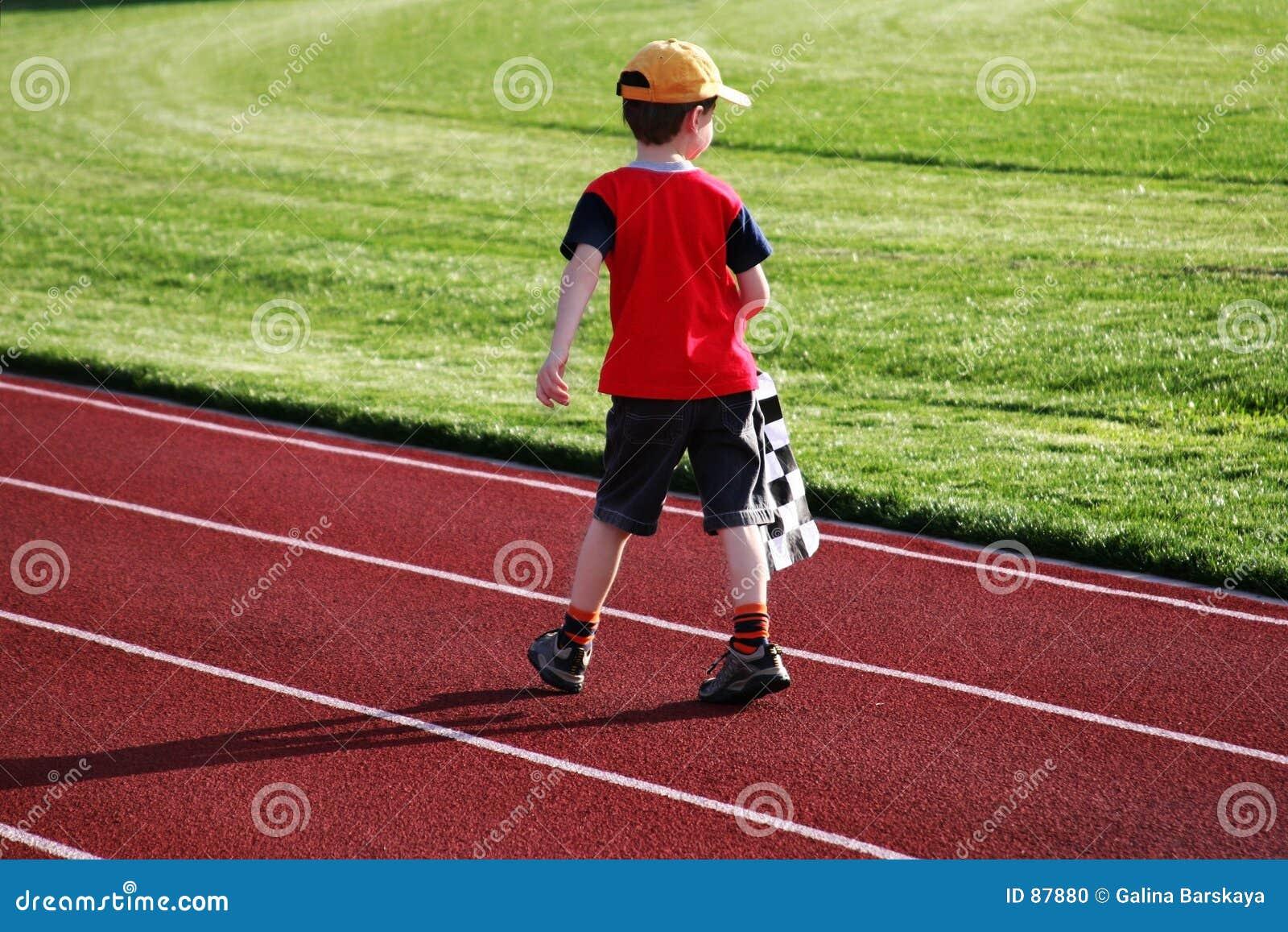 беговая дорожка мальчика