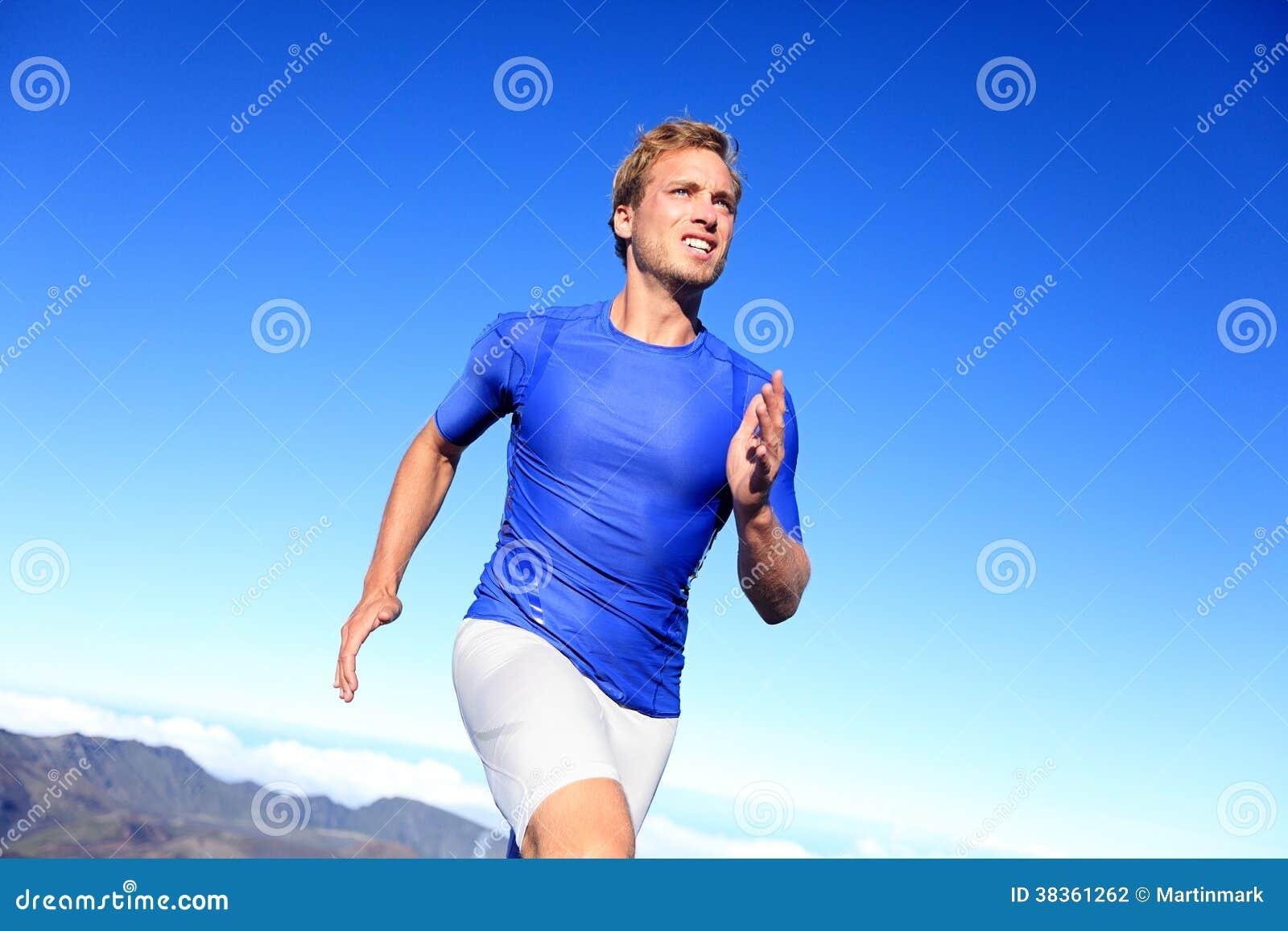 Бежать бегуна спортсмена sprinting к успеху