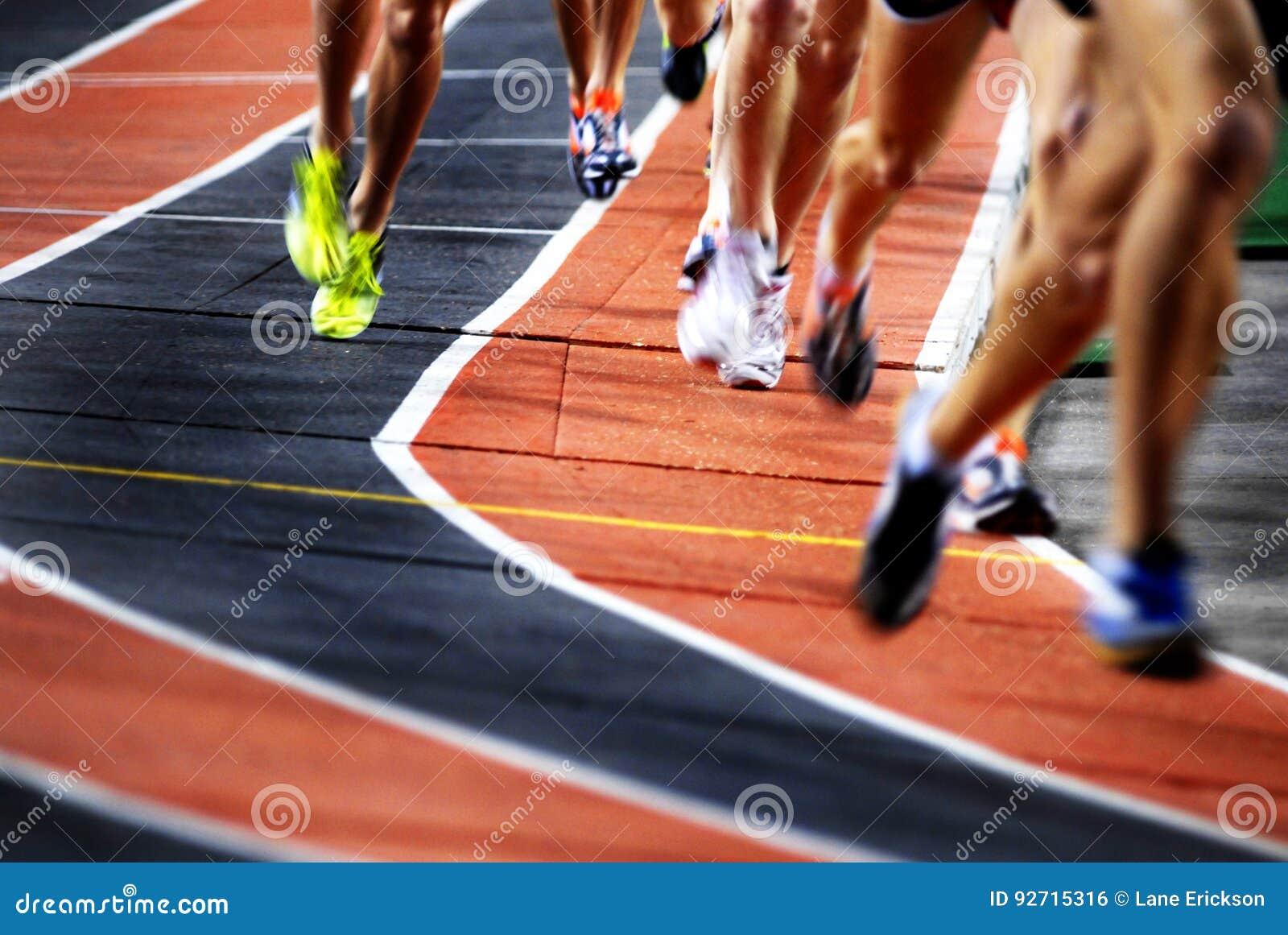 Бежать гонка на конкуренции спорт следа