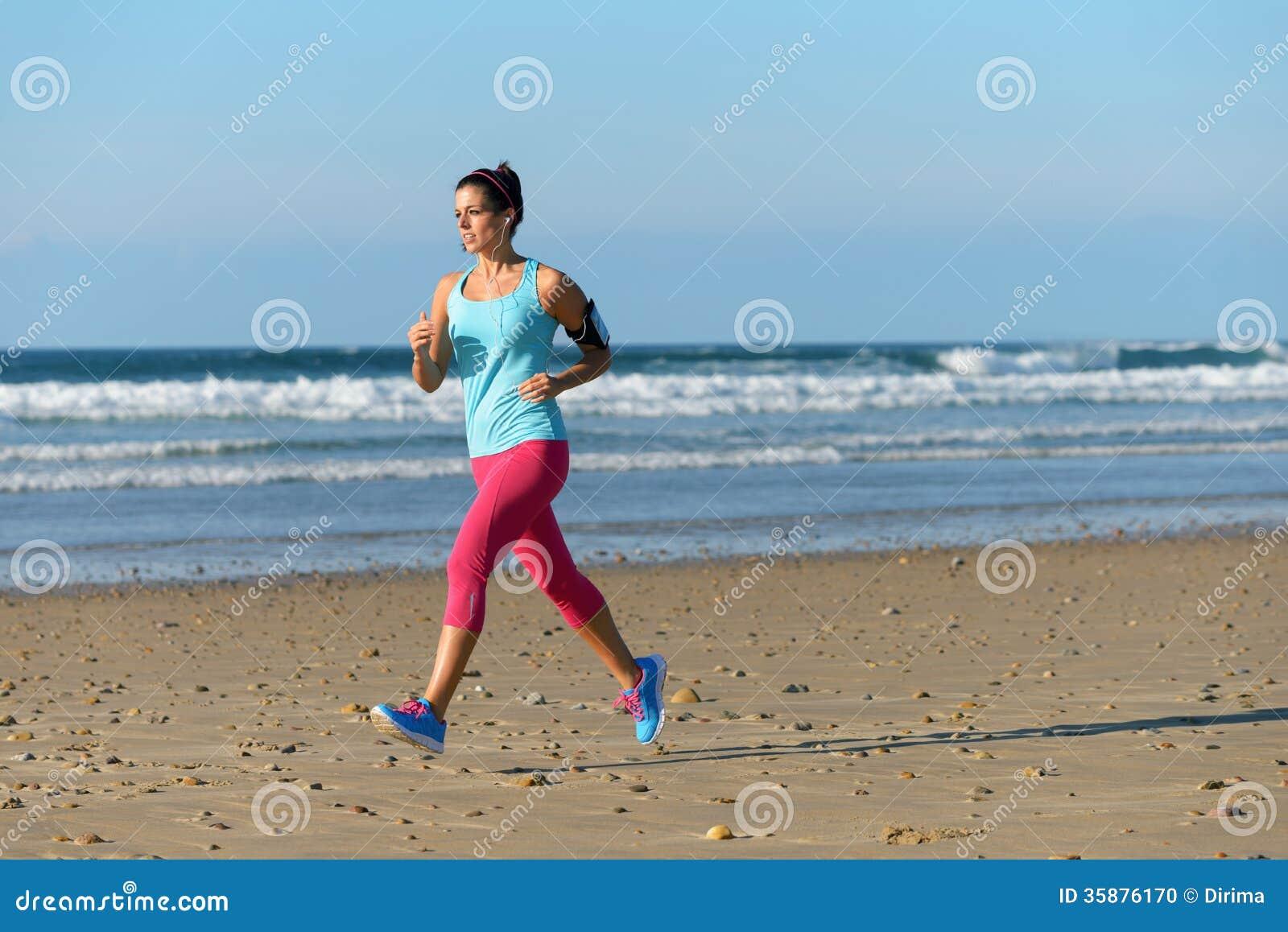 Фото девушки фитнес на пляже 23 фотография
