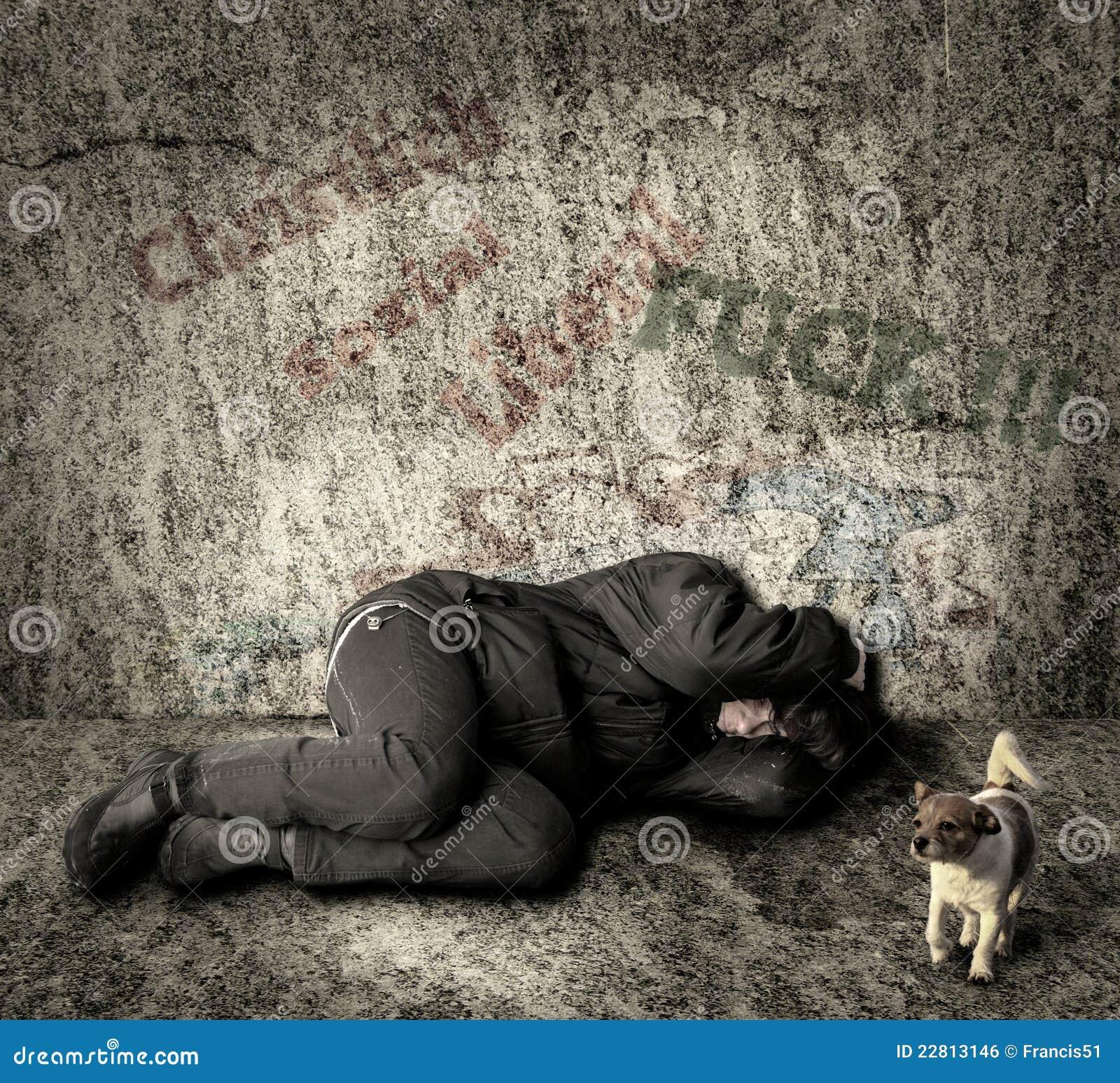 Бездомная женщина с собакой