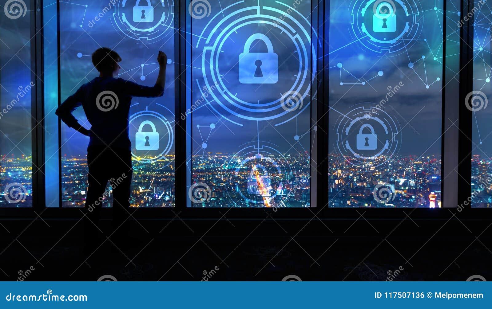 Безопасность кибер с человеком большими окнами на ноче