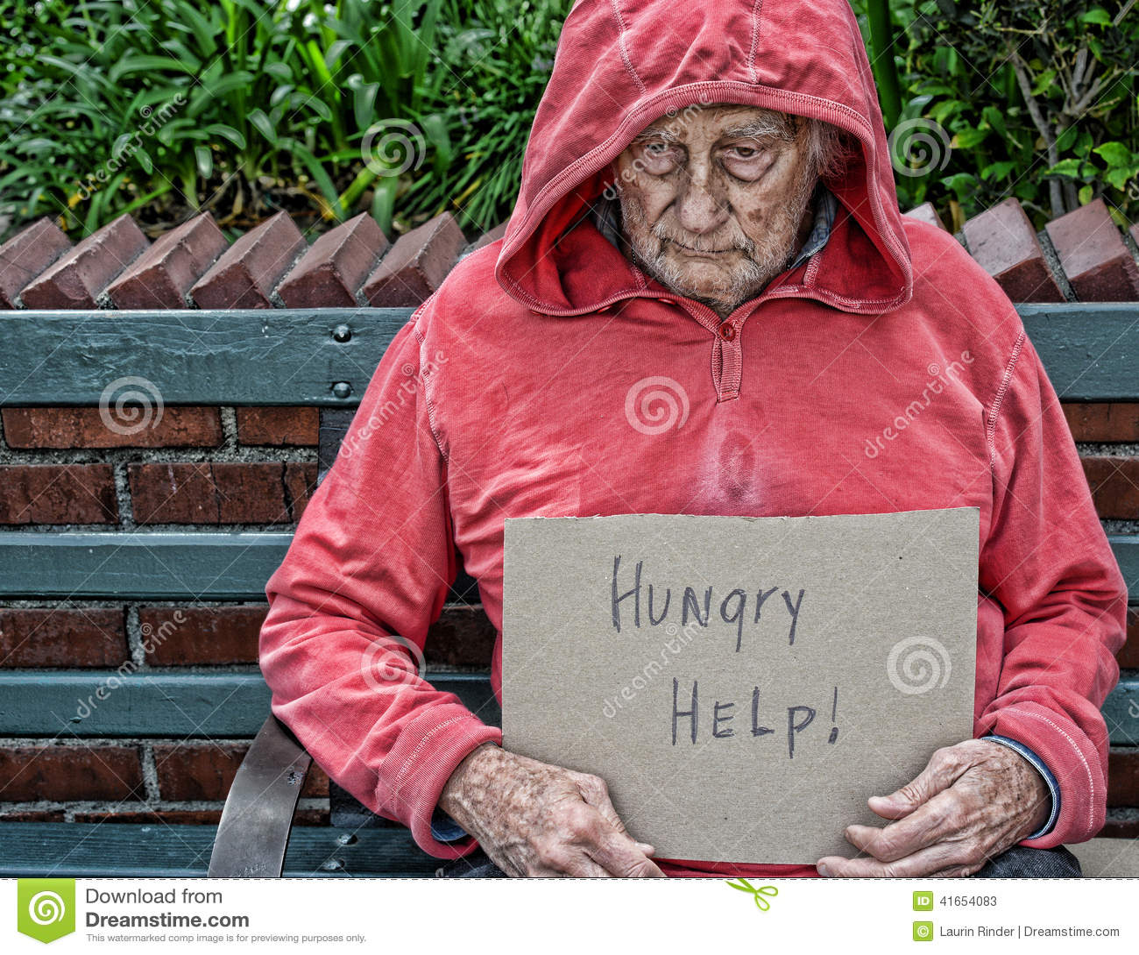 Бездомный старший человек