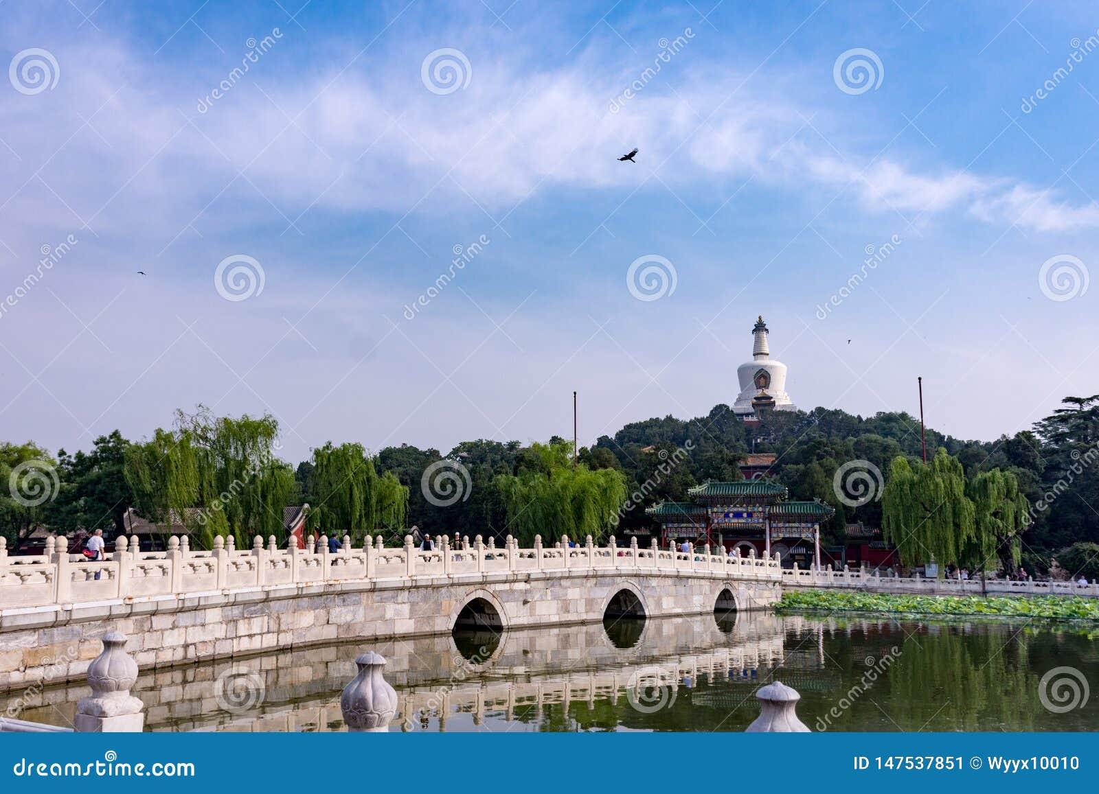 Белая башня, парк Beihai, Пекин, Китай