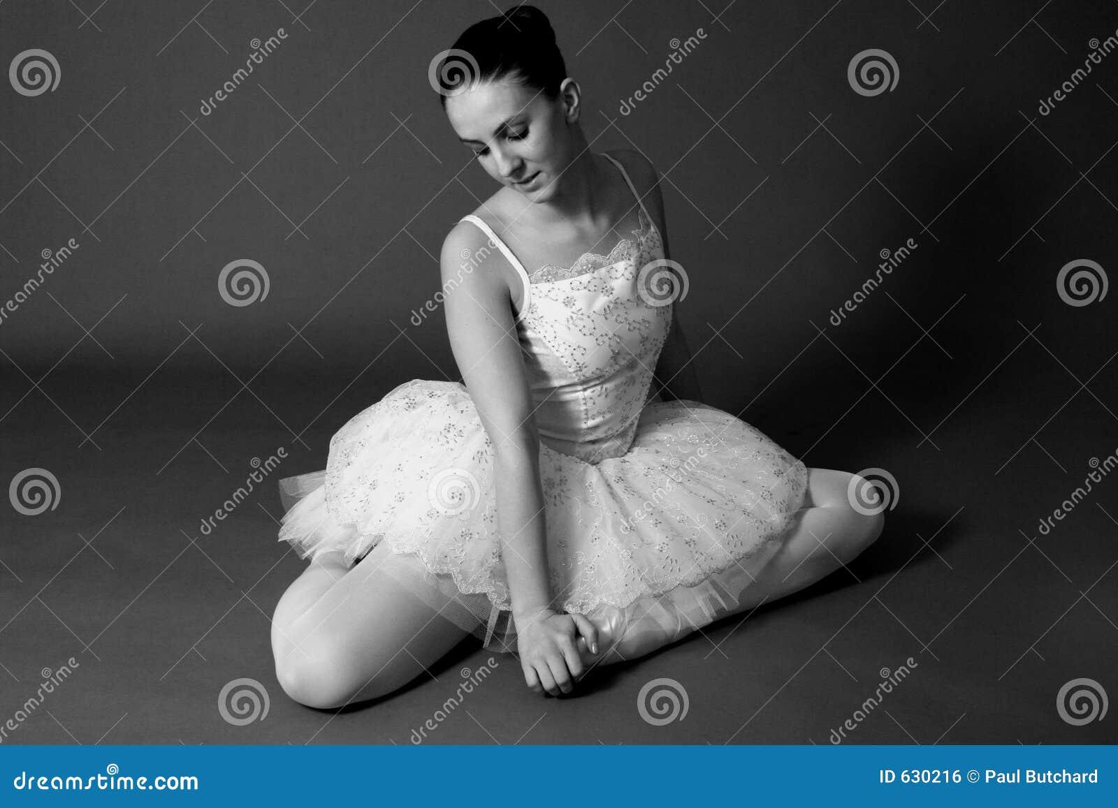 Download белизна балерины черная стоковое фото. изображение насчитывающей сторона - 630216