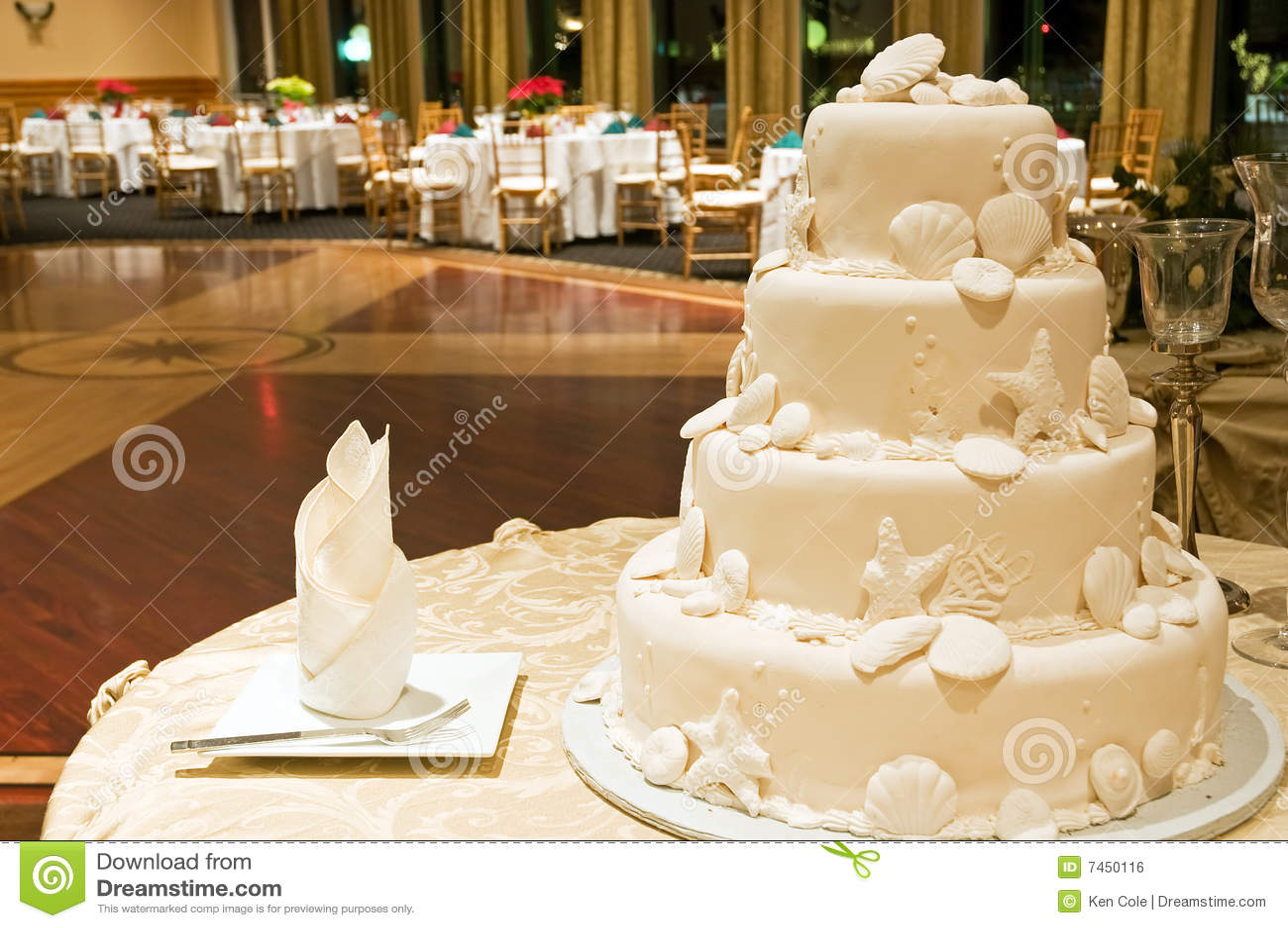 белизна венчания торта